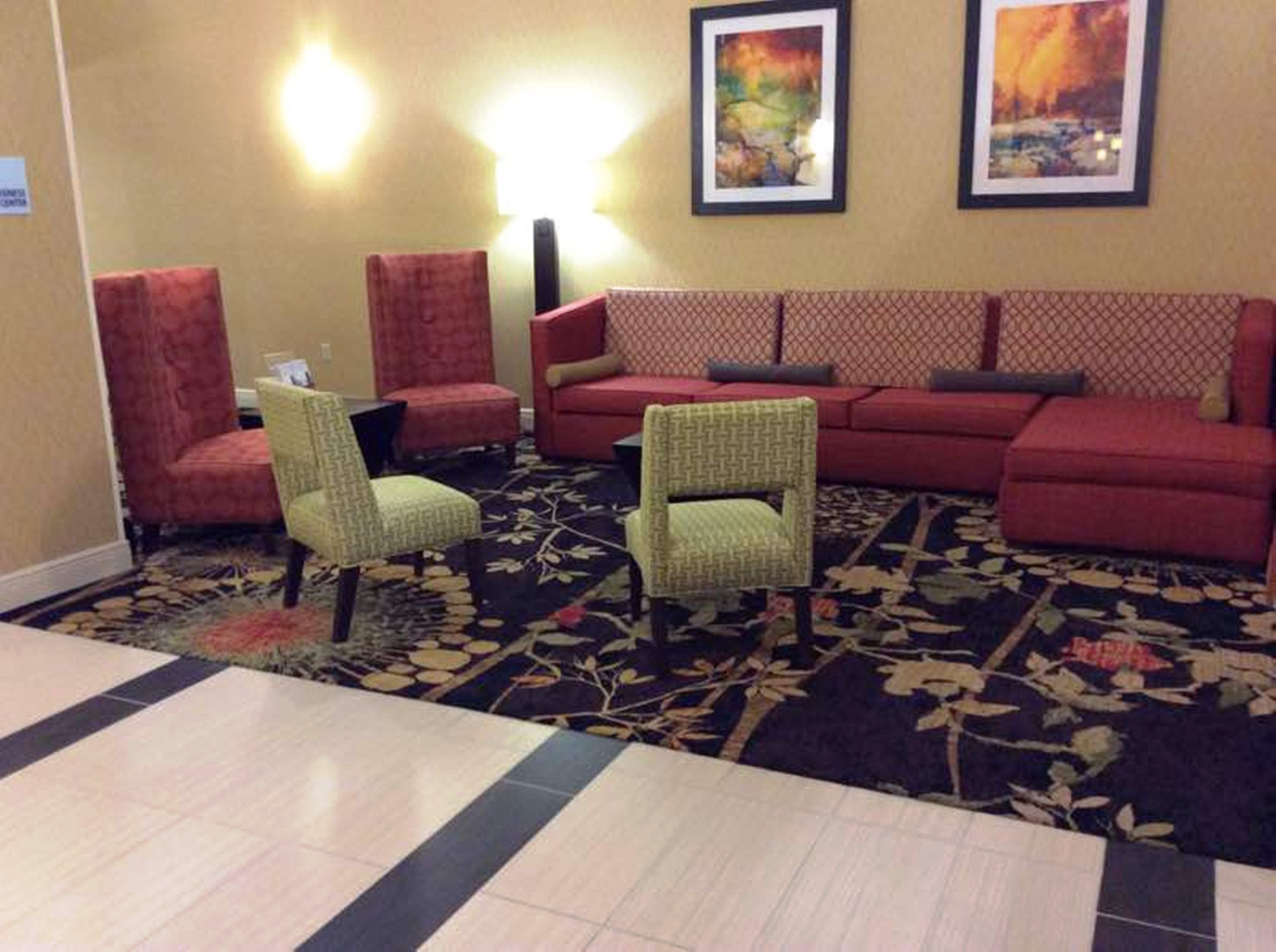 Holiday Inn Express & Suites Forest image 4