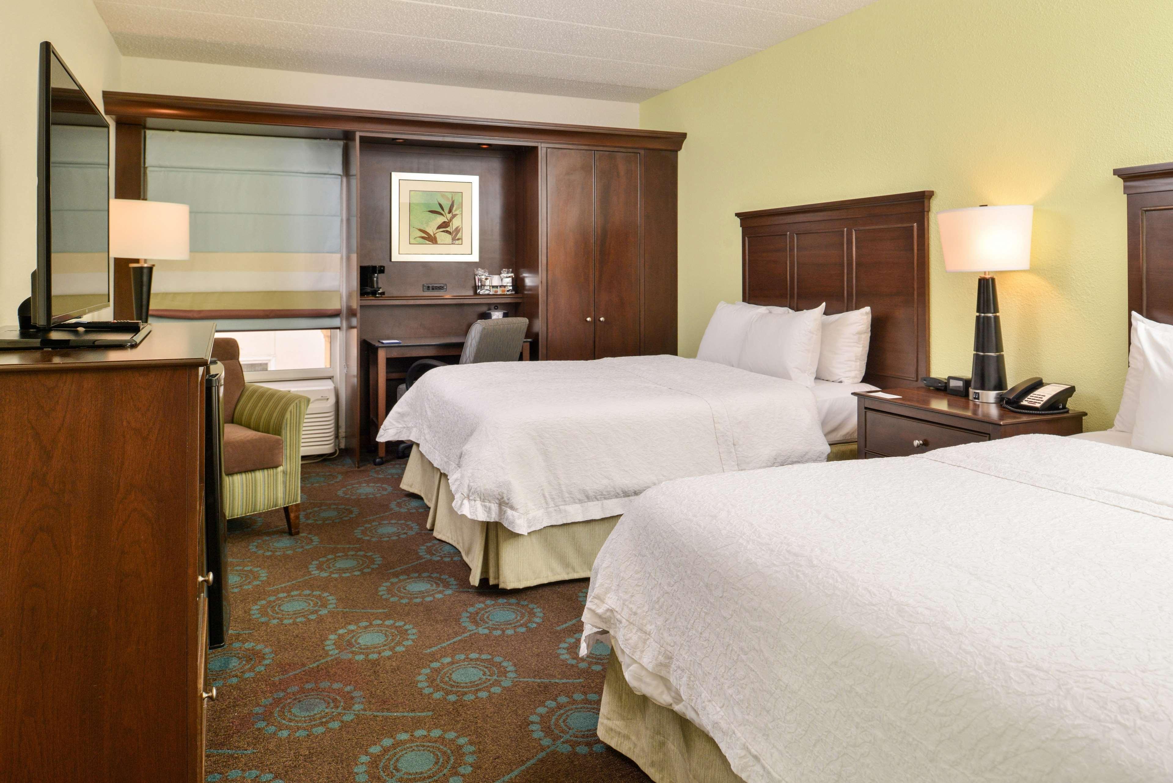 Hampton Inn & Suites Newport News (Oyster Point) image 18