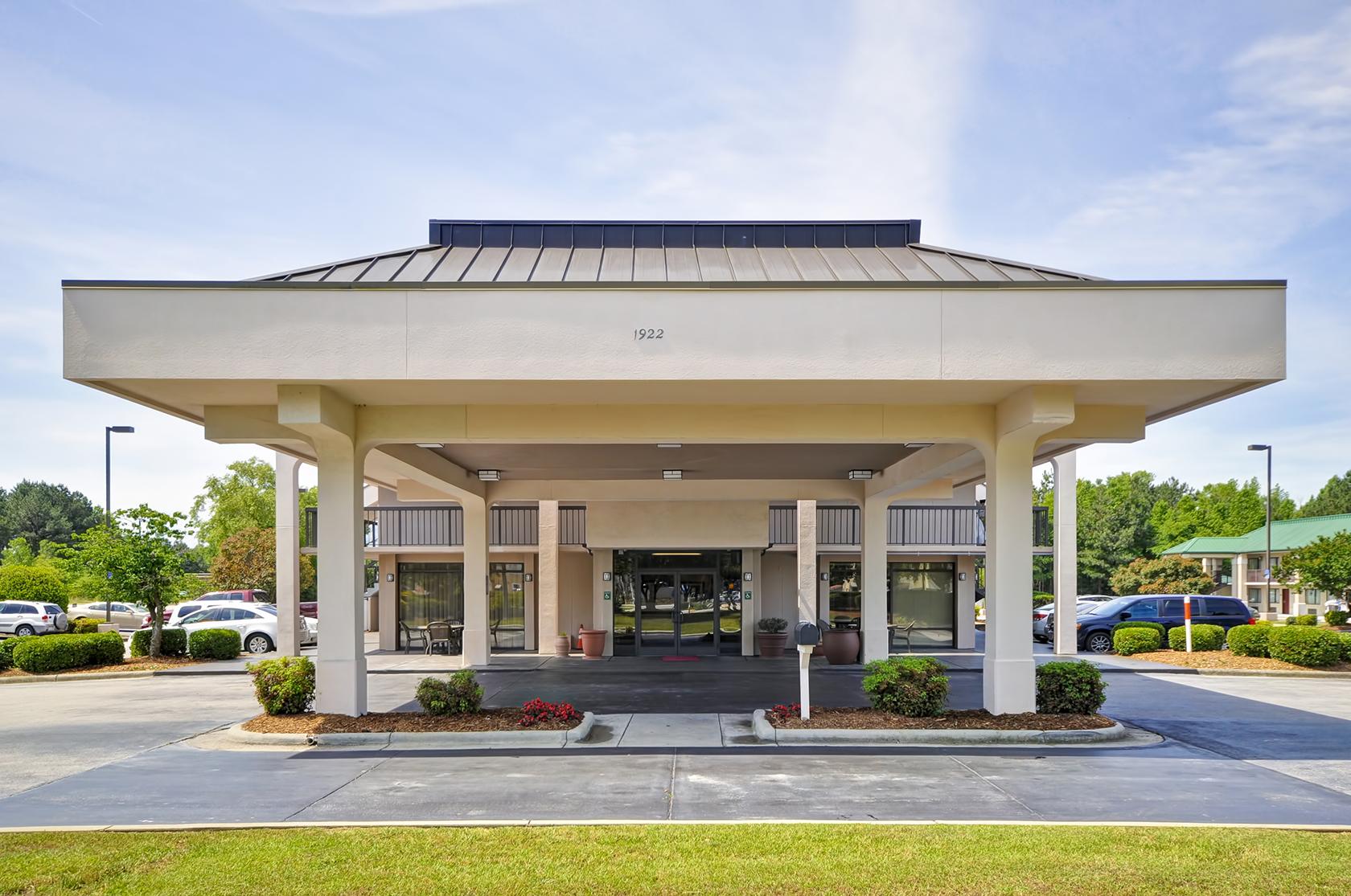 Red Lion Inn & Suites Fayetteville I-95 image 4