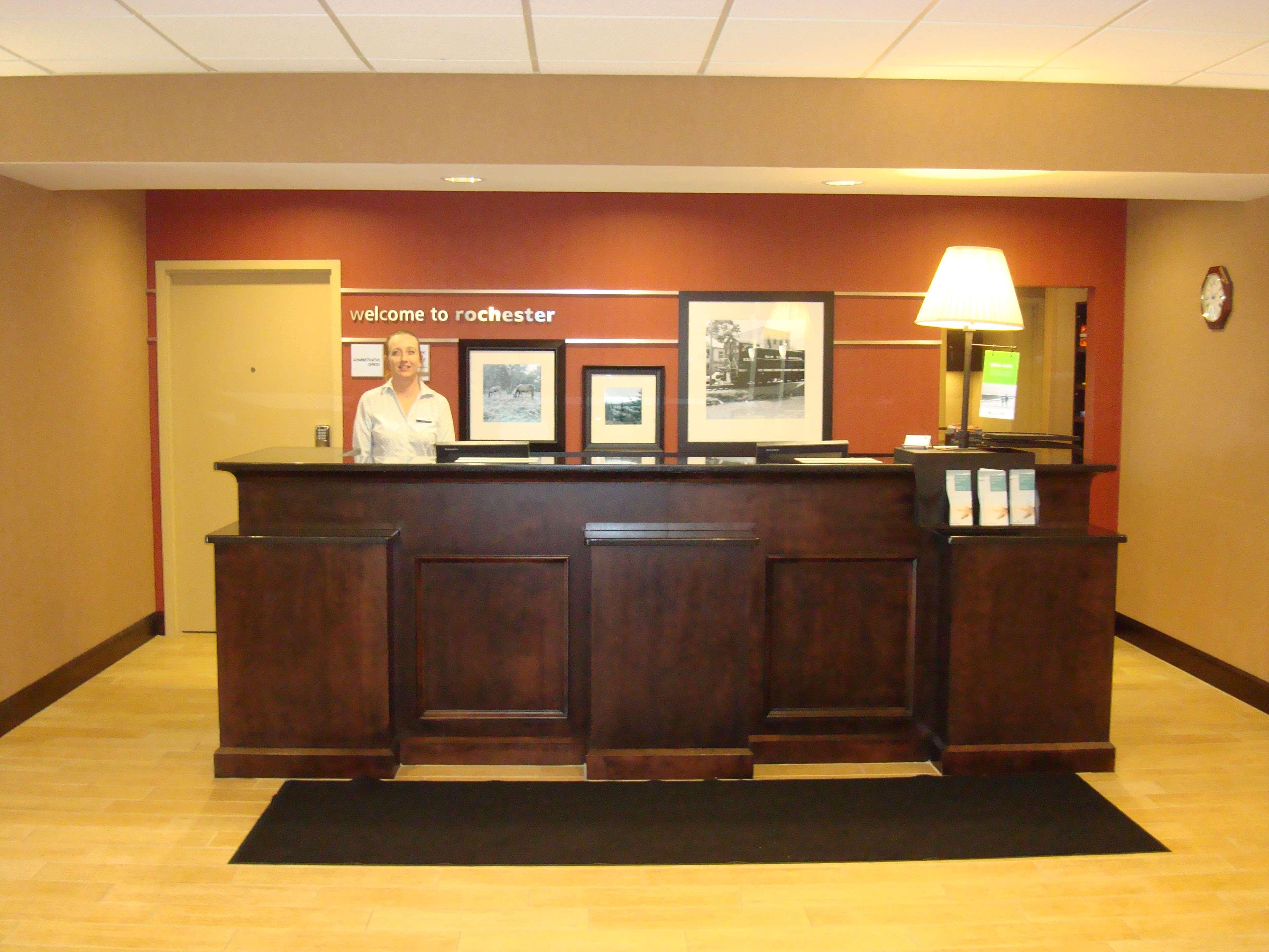 Hampton Inn & Suites Rochester-North image 3