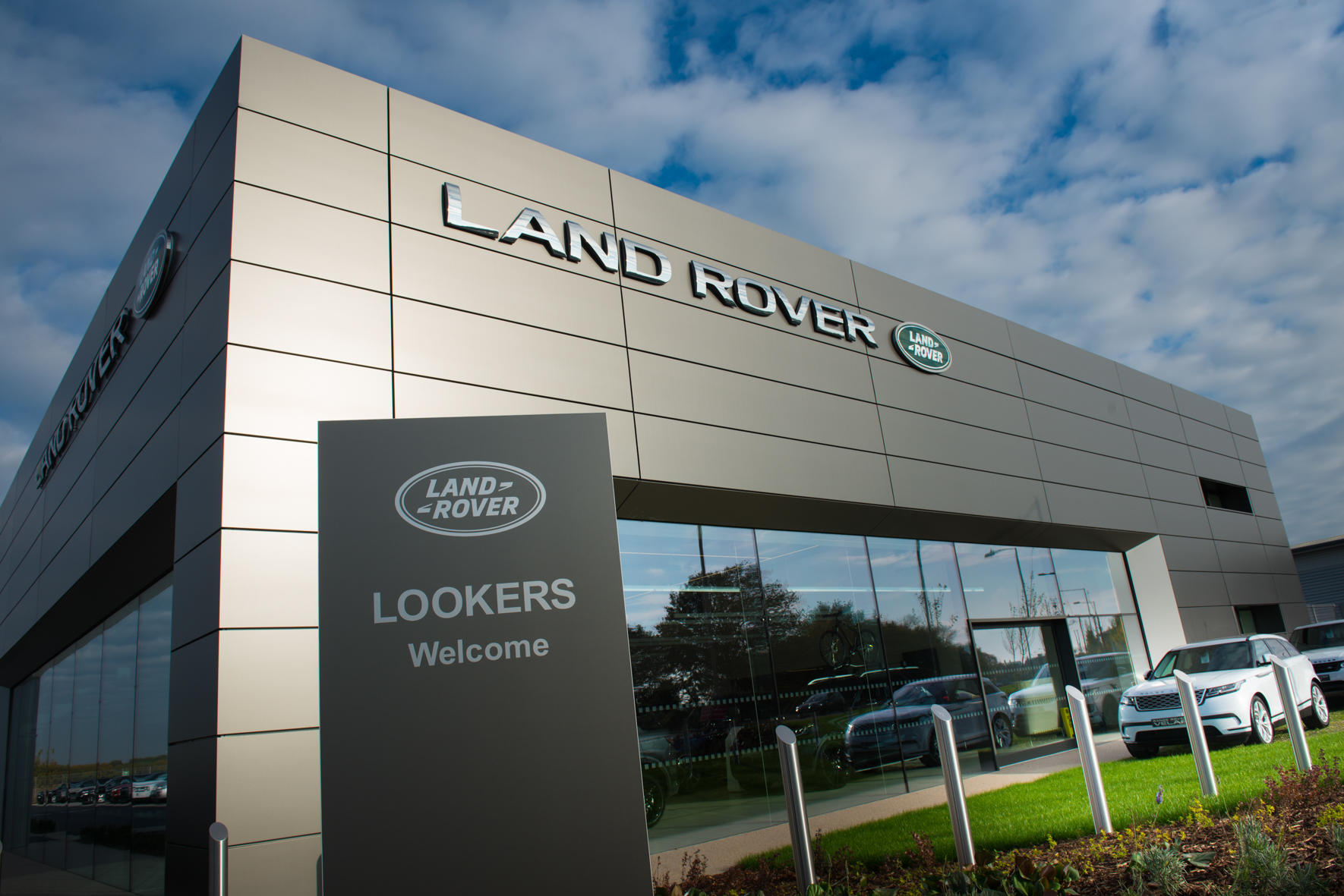lookers land rover colchester car dealers new used. Black Bedroom Furniture Sets. Home Design Ideas