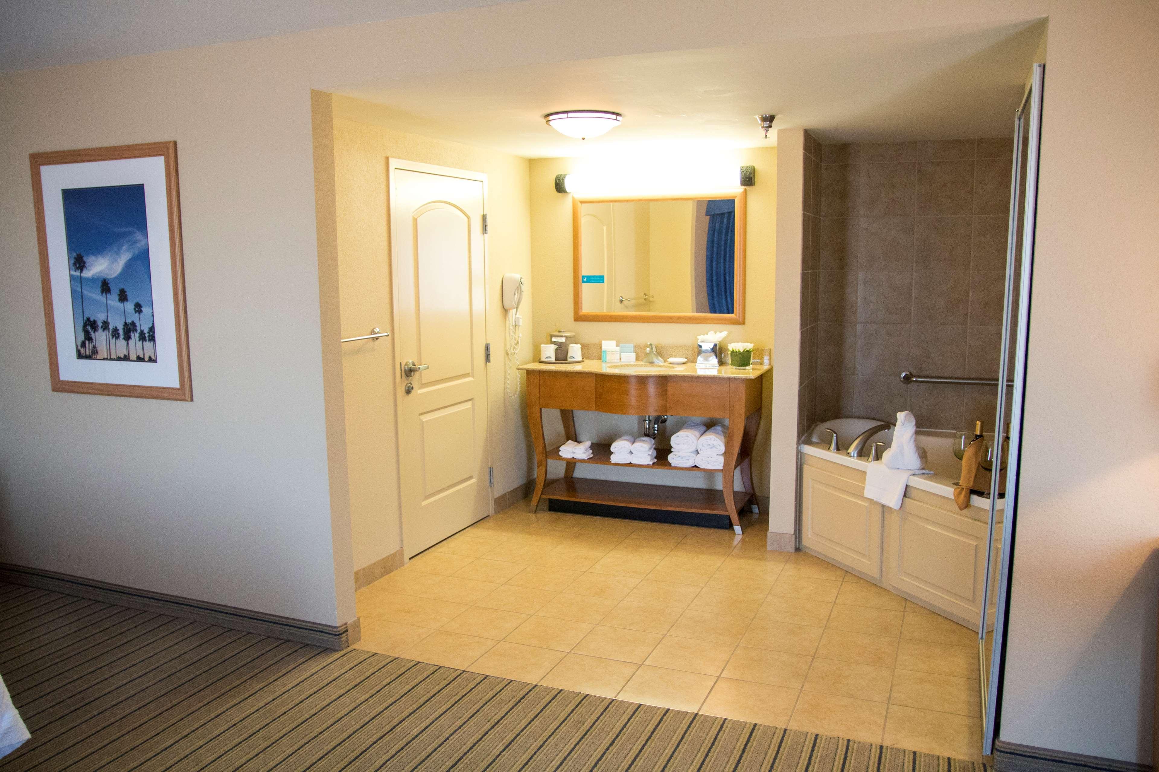 Hampton Inn & Suites Madera image 33