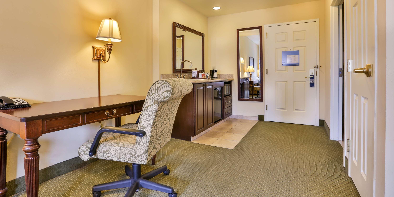 Hampton Inn & Suites Savannah Historic District image 35