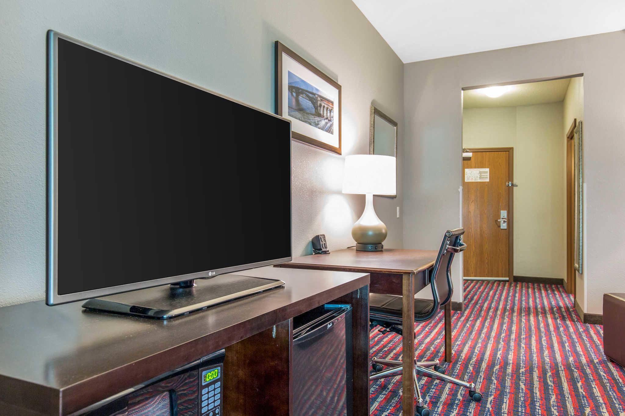 Comfort Suites image 10