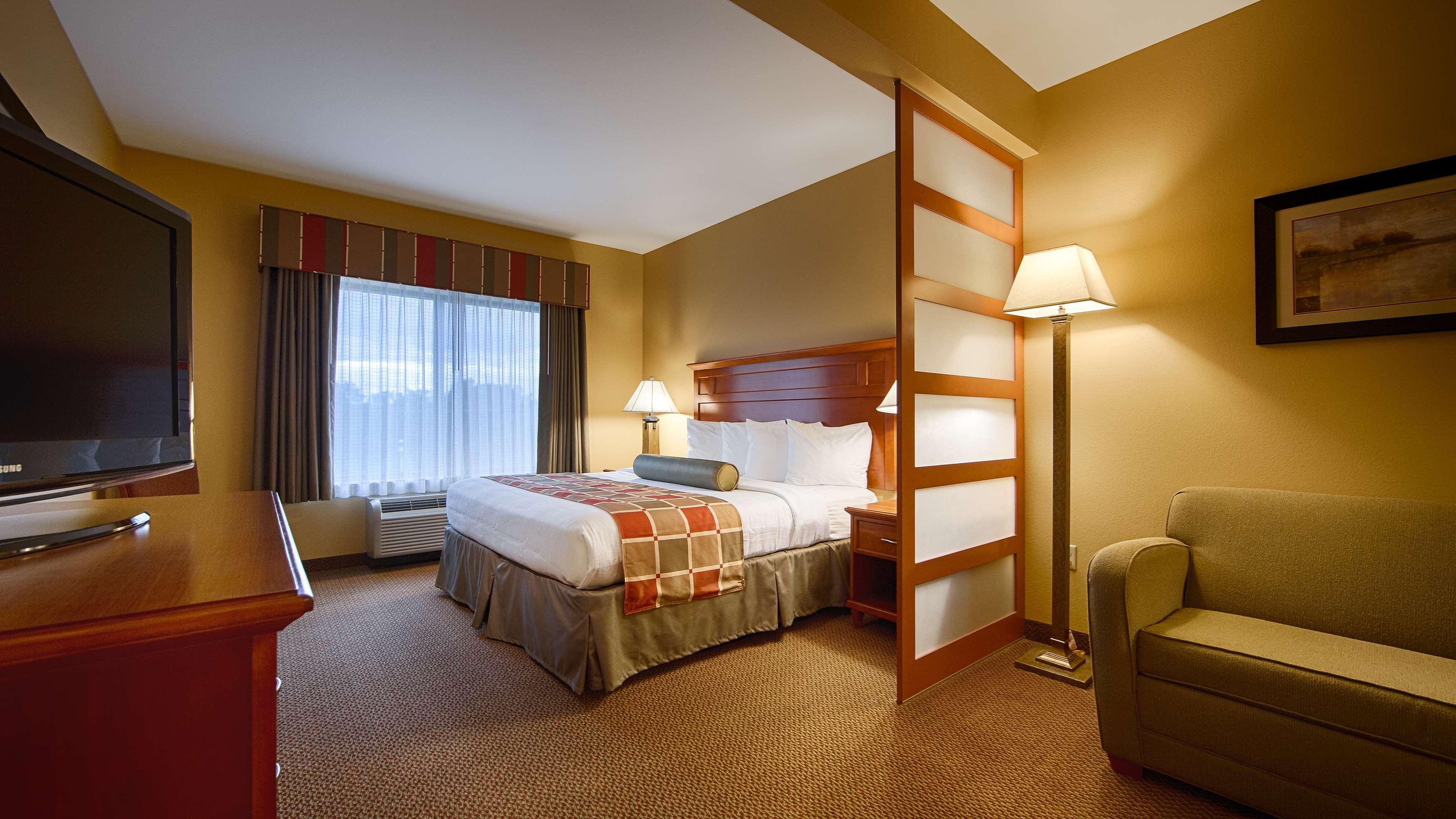 Best Western Plus University Park Inn & Suites image 18