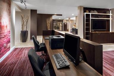 Courtyard by Marriott Pittsburgh Airport image 7