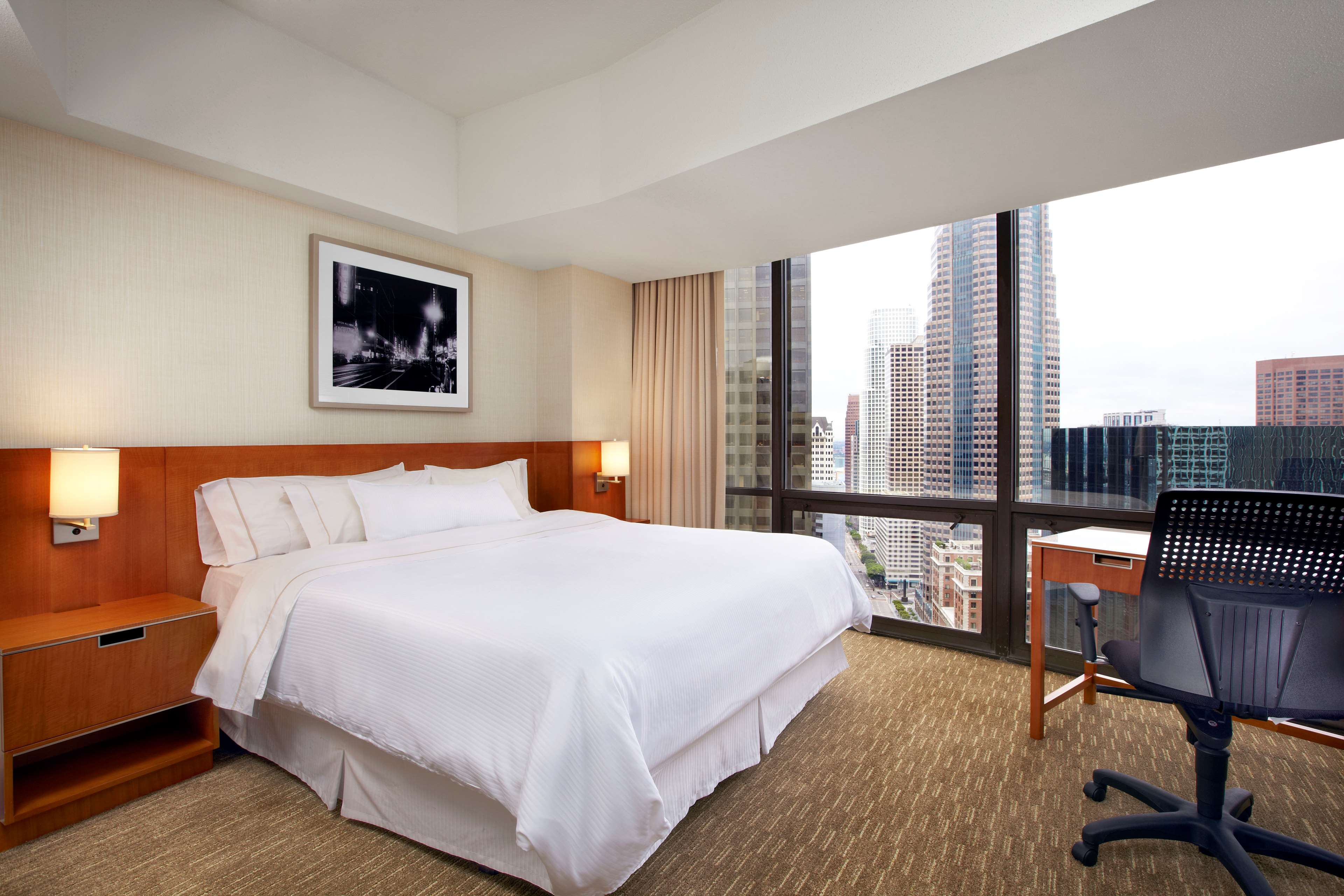 The Westin Bonaventure Hotel & Suites, Los Angeles image 14