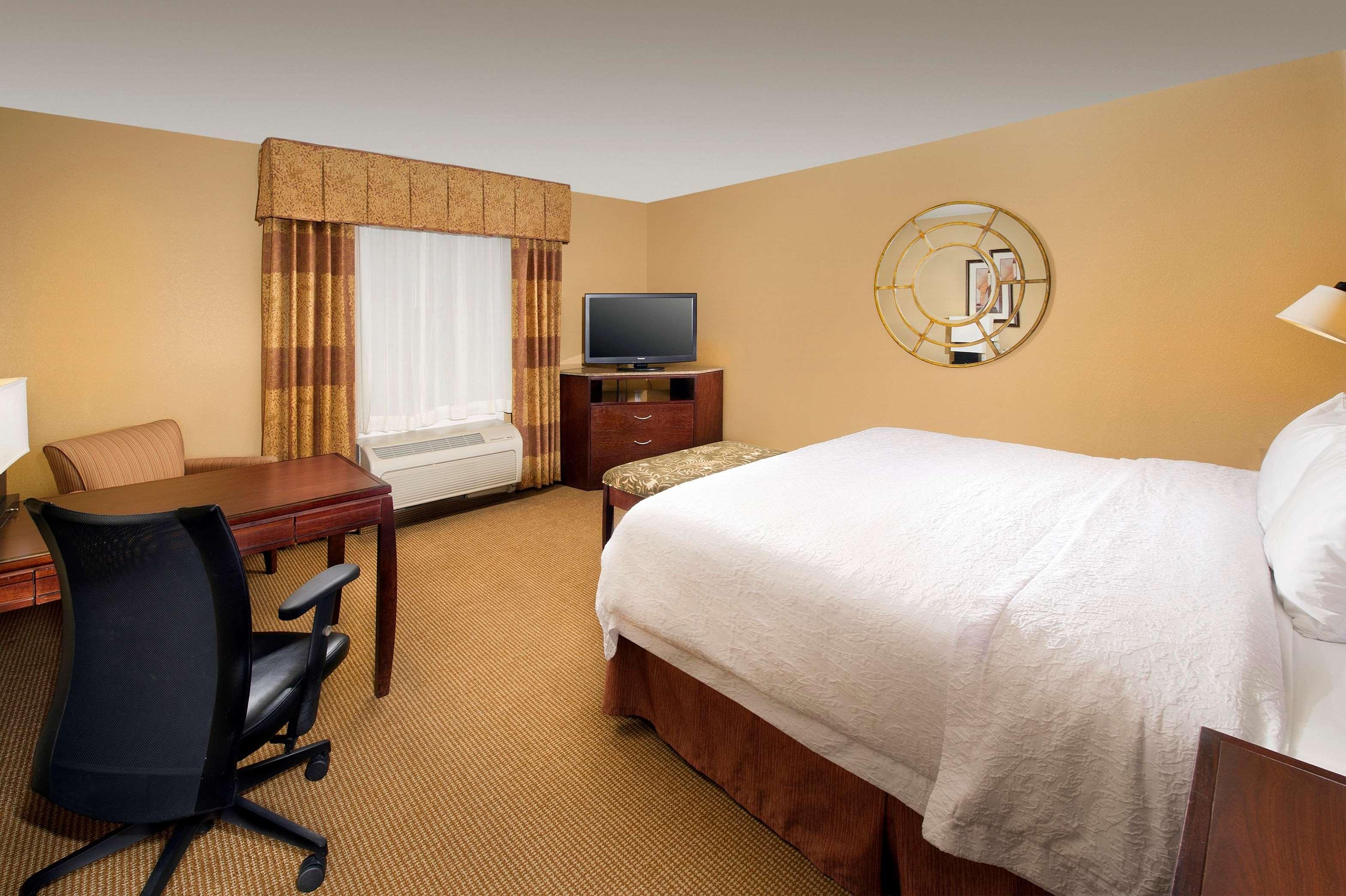 Hampton Inn & Suites San Antonio-Airport image 25