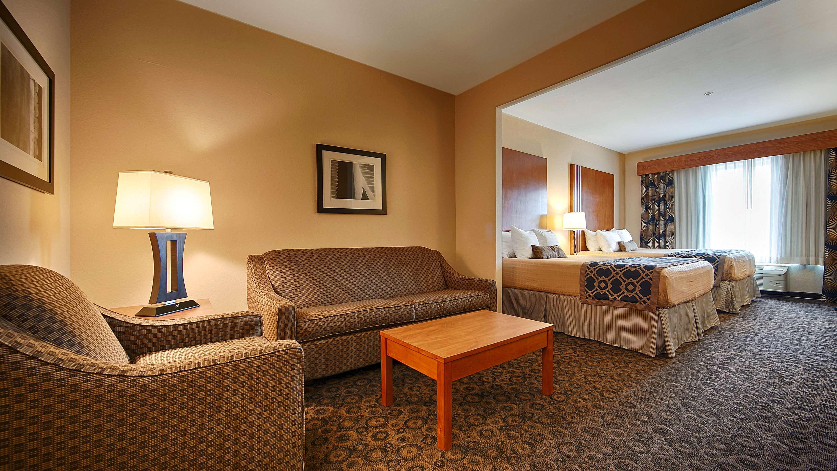 Best Western Plus Rose City Conference Center Inn image 12