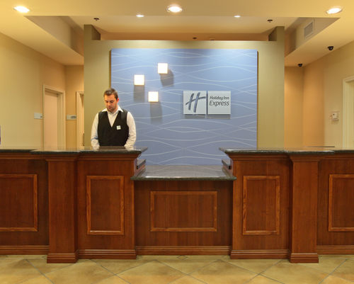 Holiday Inn Express & Suites Searcy image 3