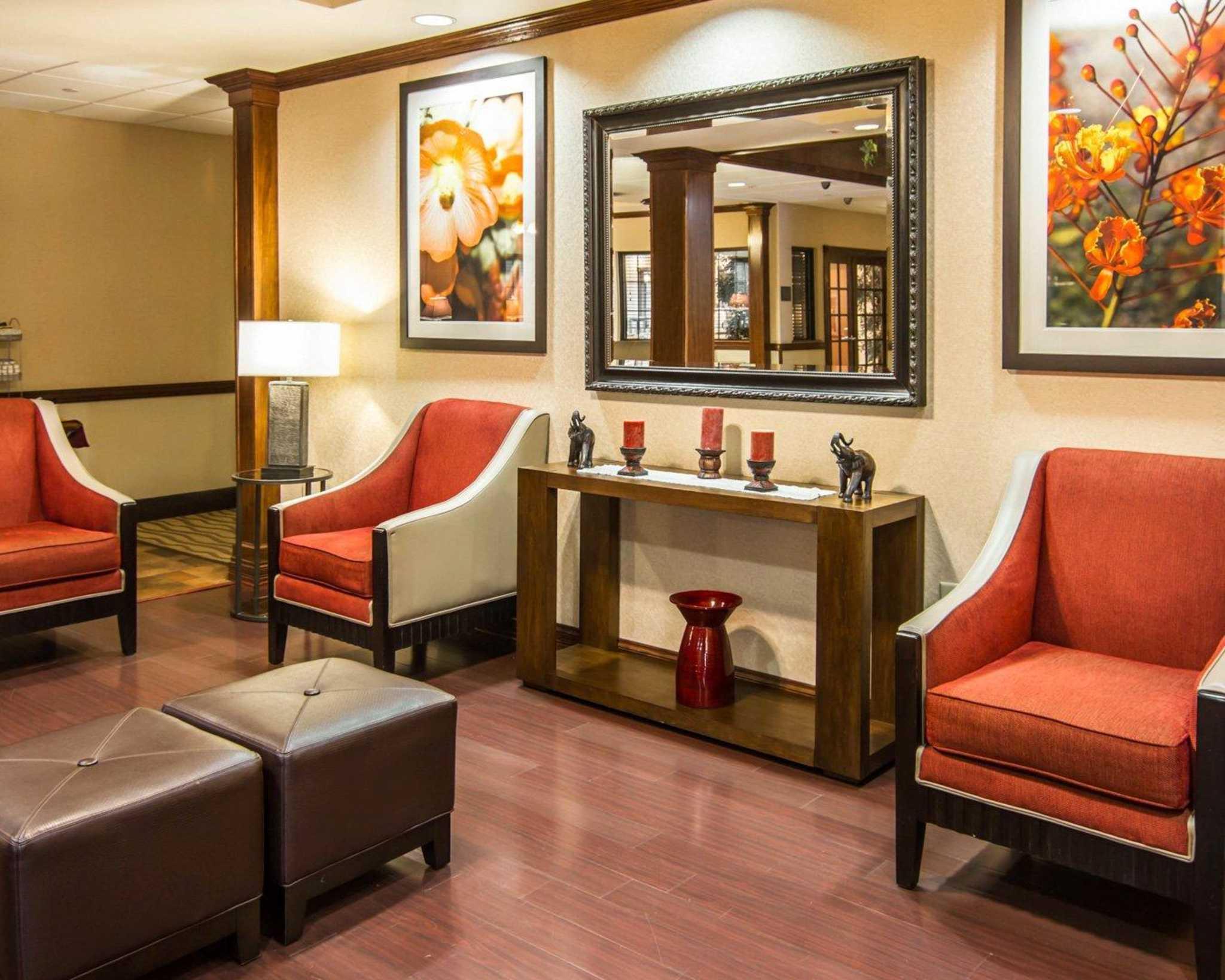 Comfort Suites Marshall image 13