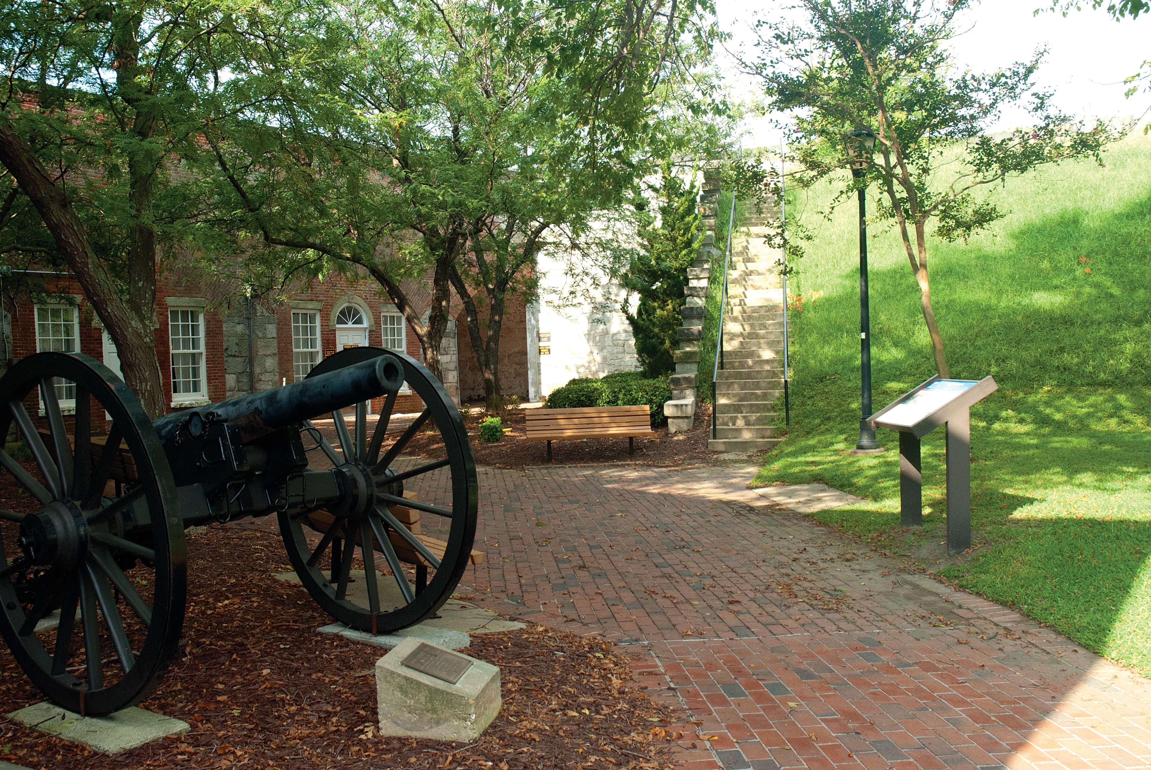 Hampton Inn Hampton-Newport News image 1