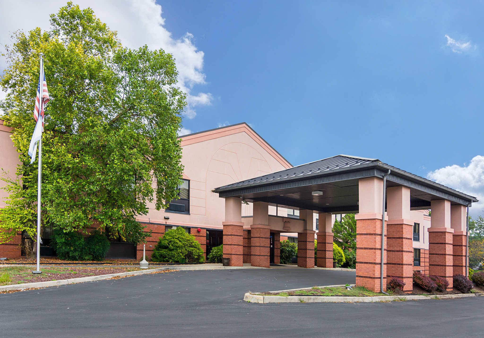 Quality Inn & Suites Kearneysville - Martinsburg image 2