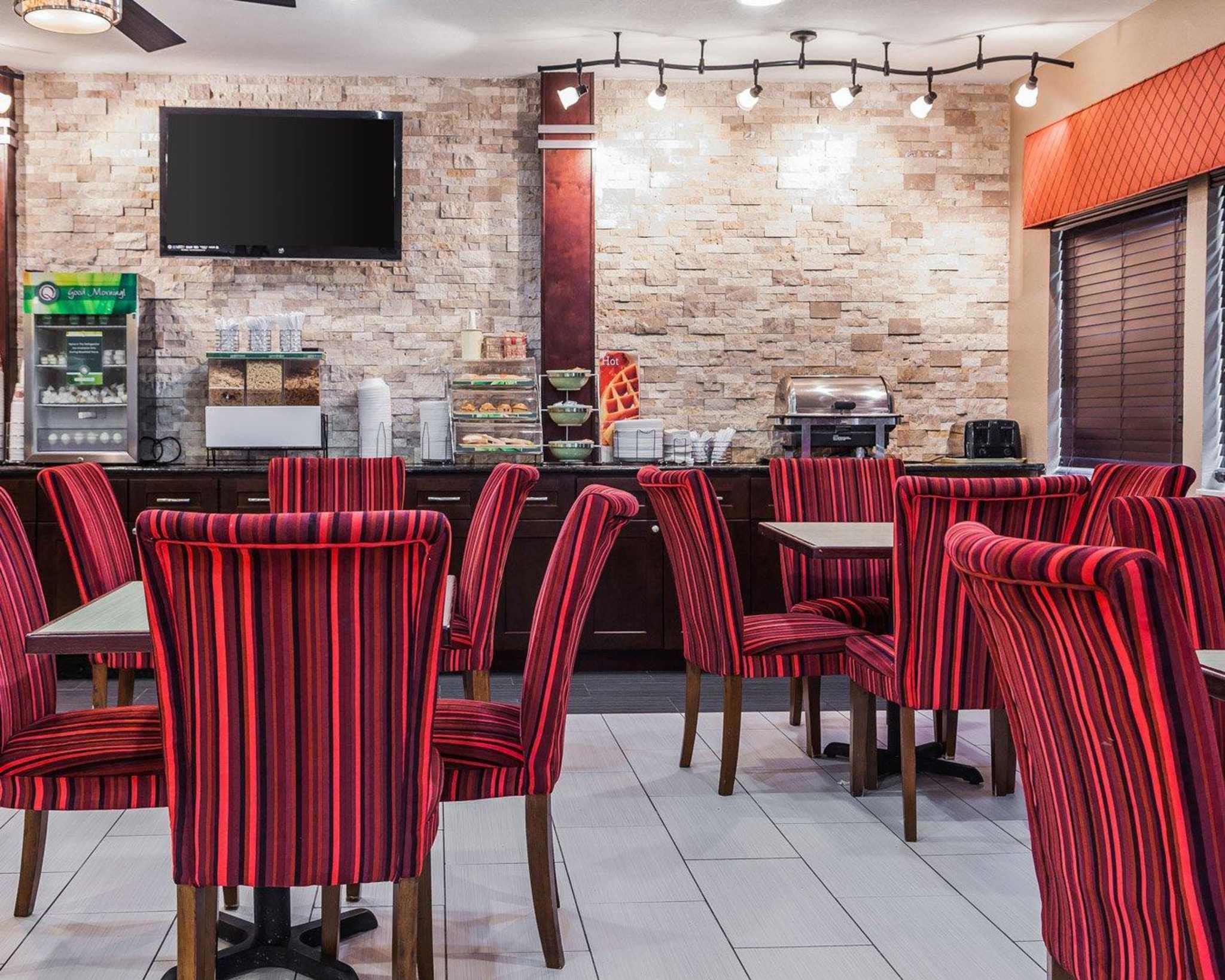 Quality Inn & Suites Des Moines Airport image 20