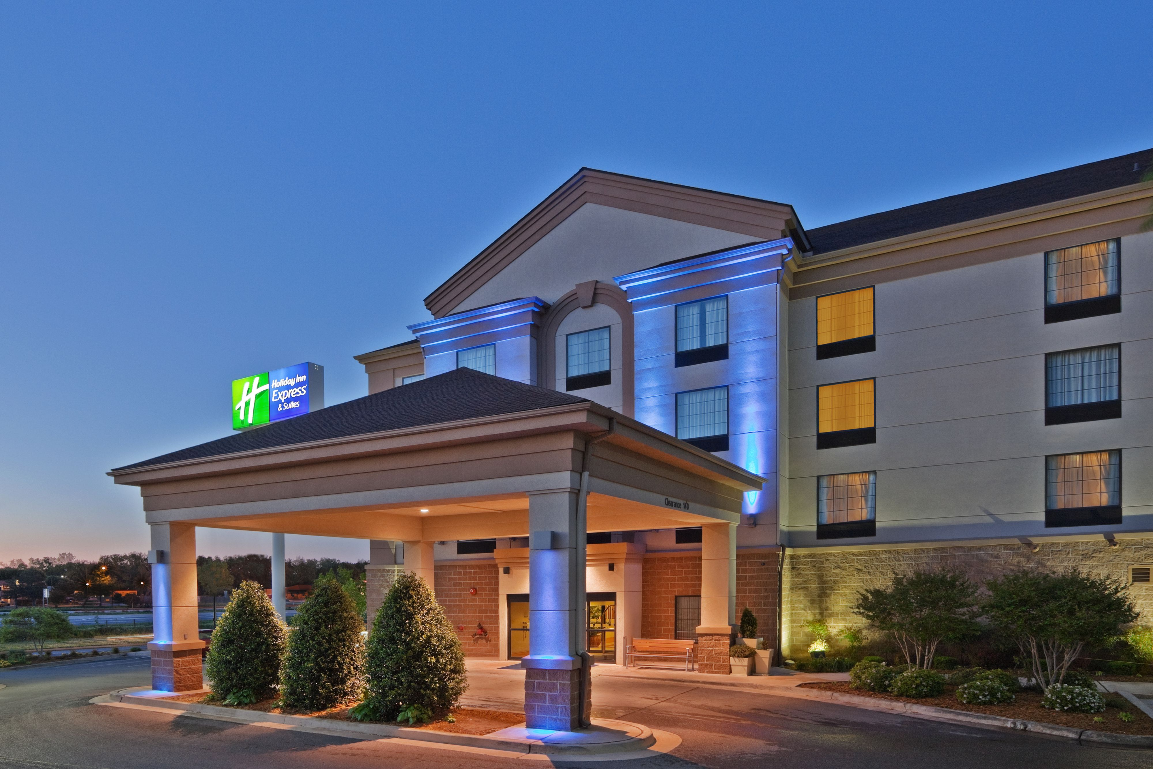 Holiday Inn Express & Suites Lawrence image 5