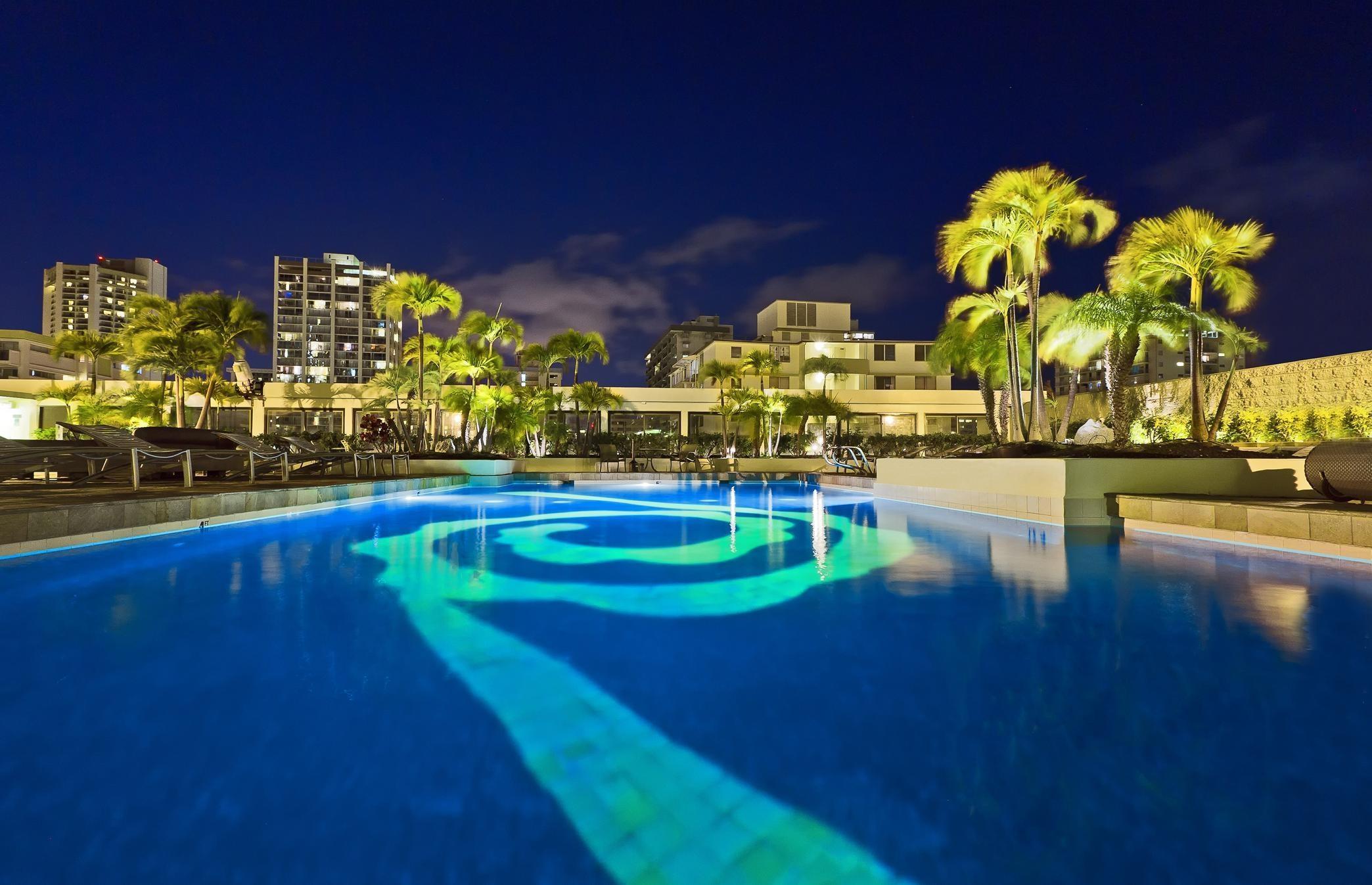 Hilton Waikiki Beach image 1