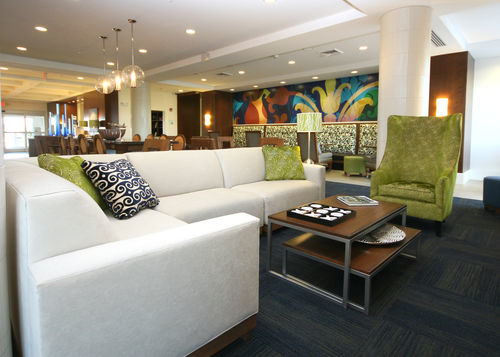 Holiday Inn Express & Suites Terre Haute image 1