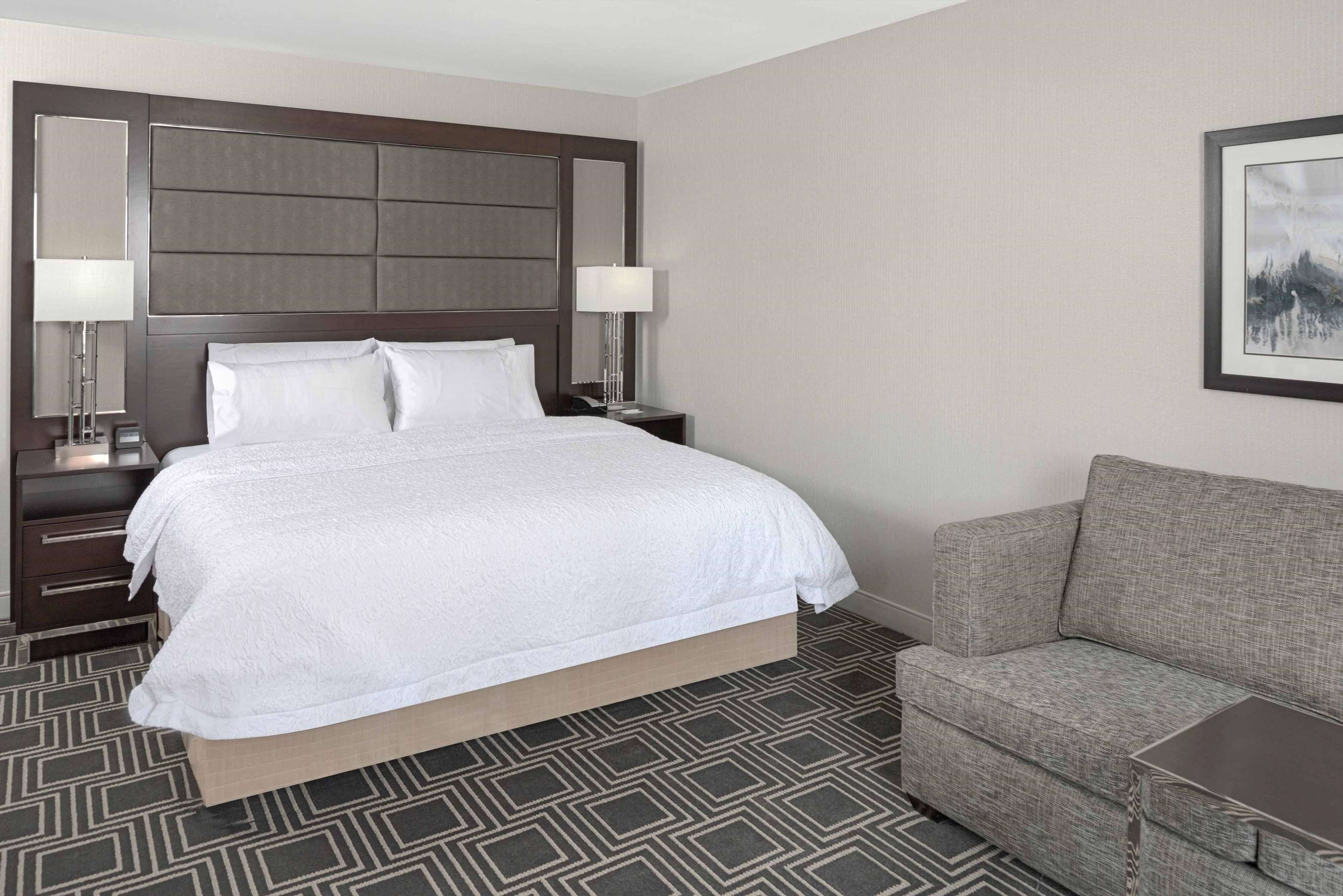 Hampton Inn & Suites Worcester image 7