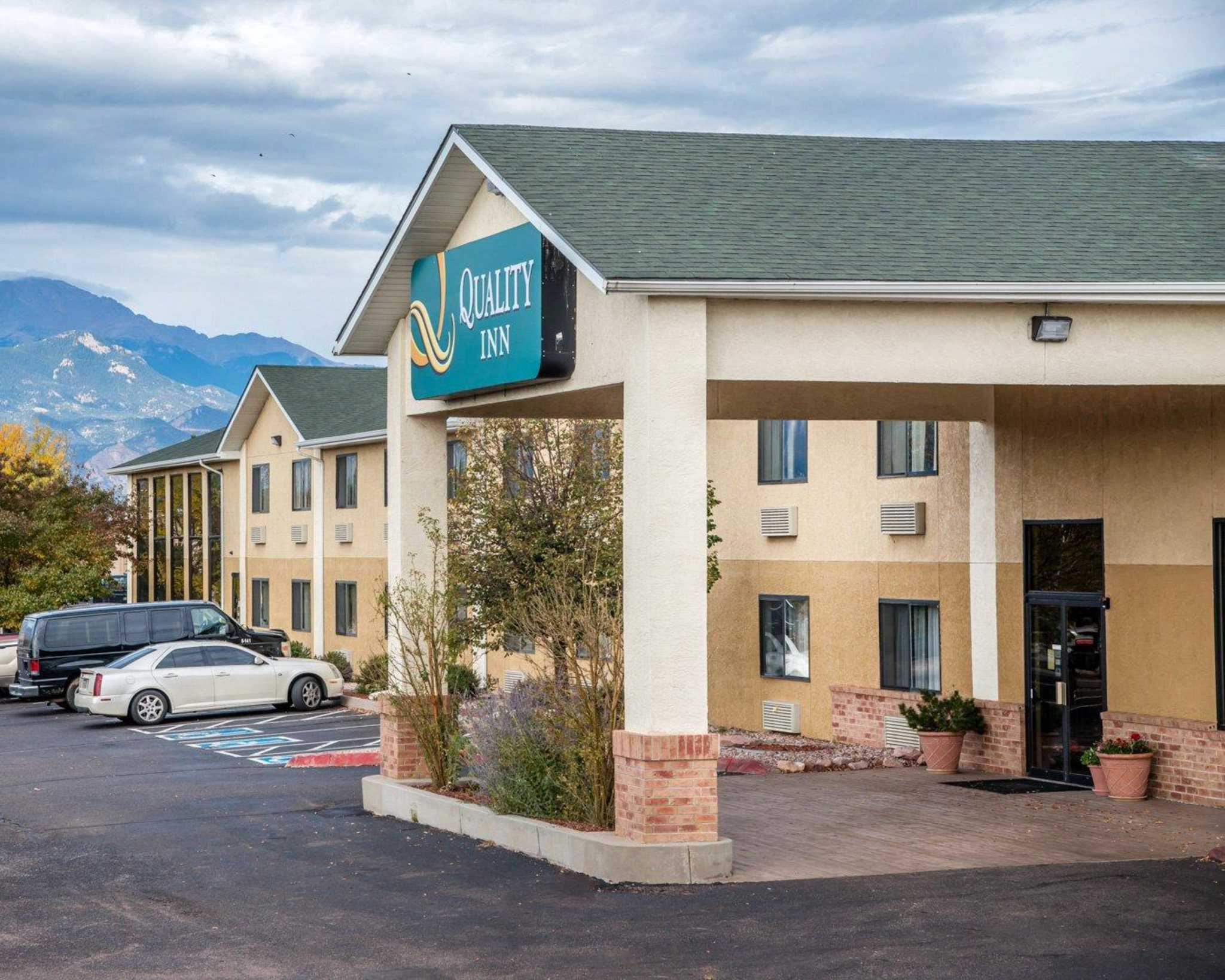 Quality Inn Colorado Springs Airport image 2