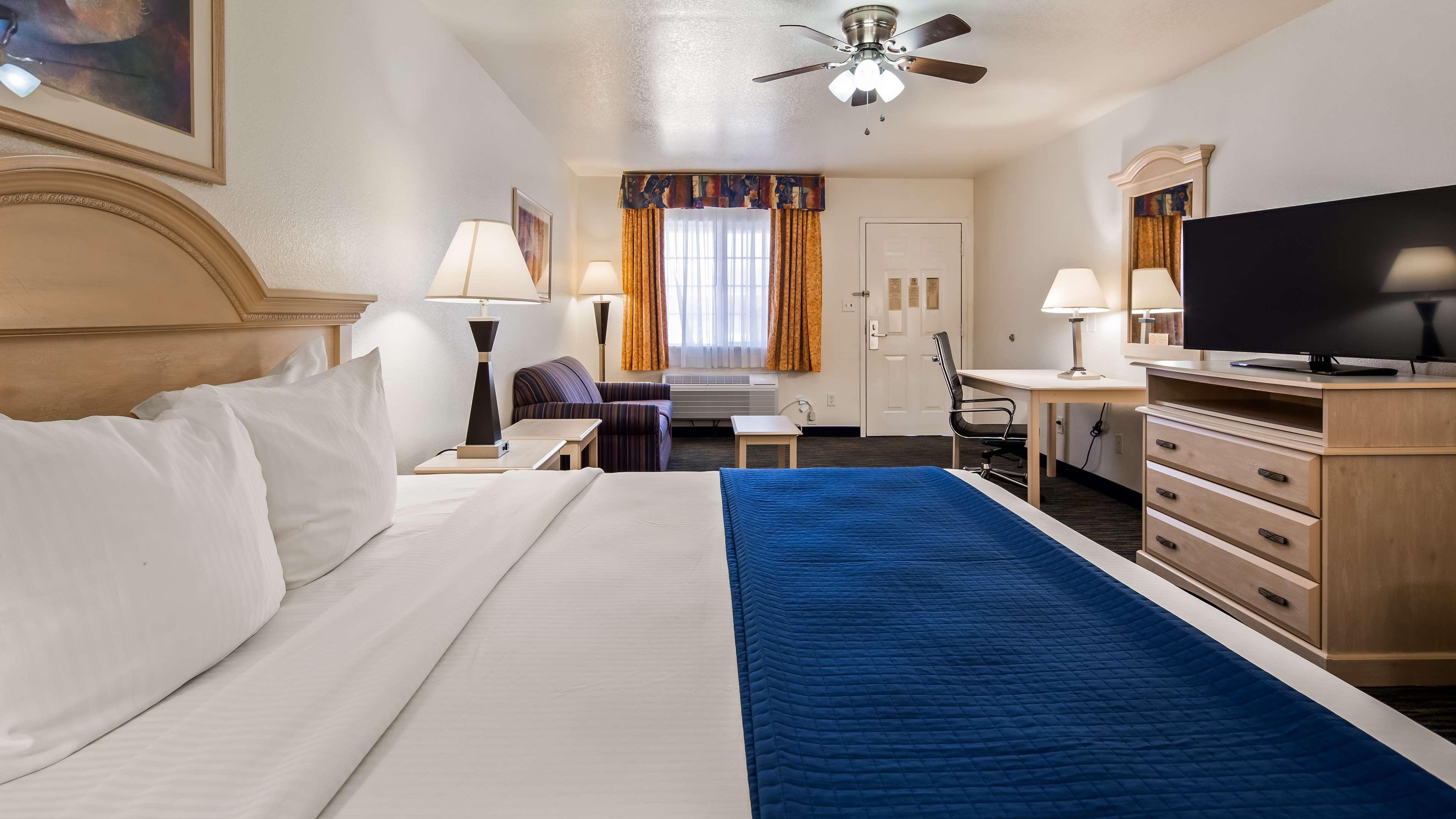 SureStay Hotel by Best Western Falfurrias image 17