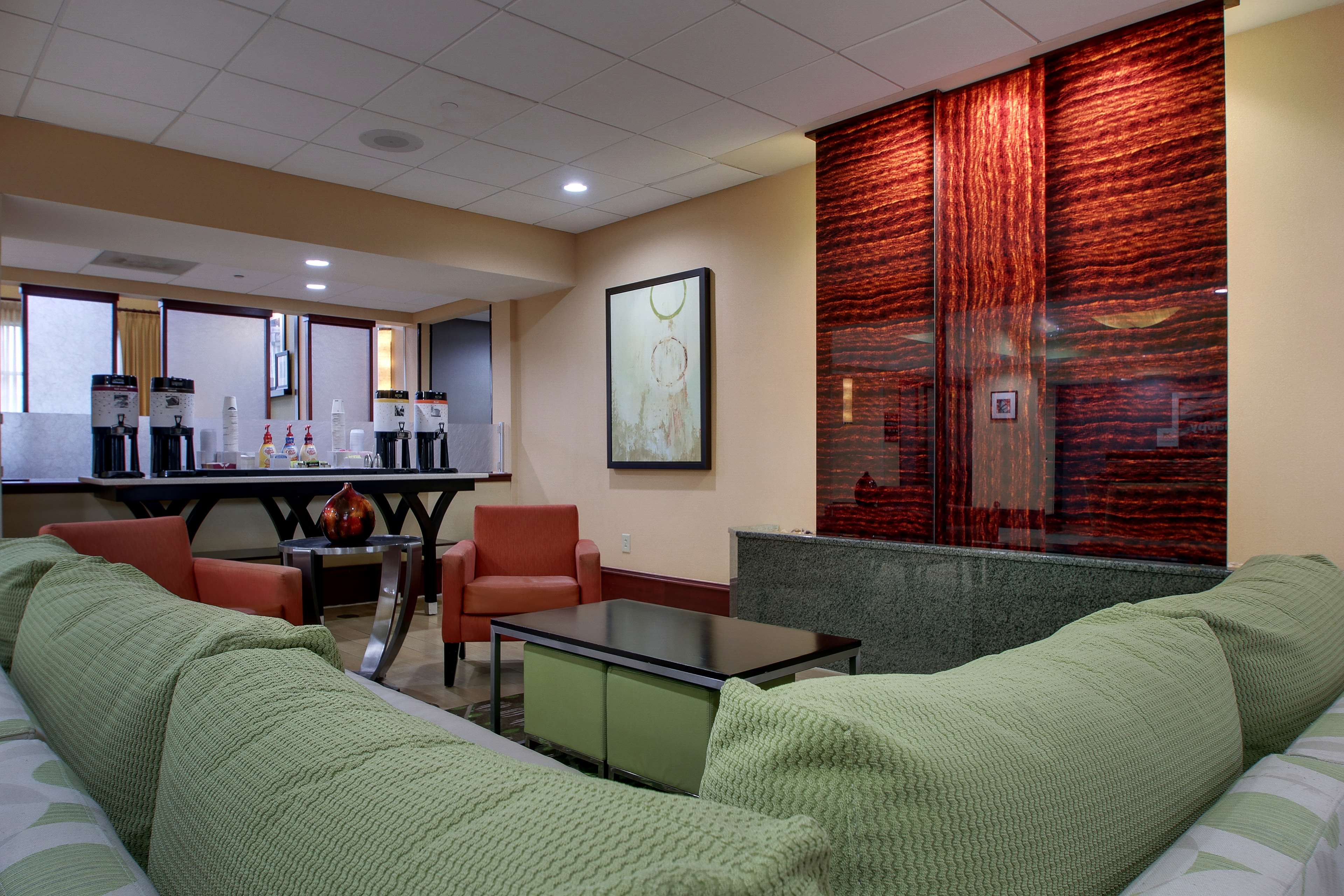 Hampton Inn & Suites Spartanburg-I-26-Westgate Mall image 1