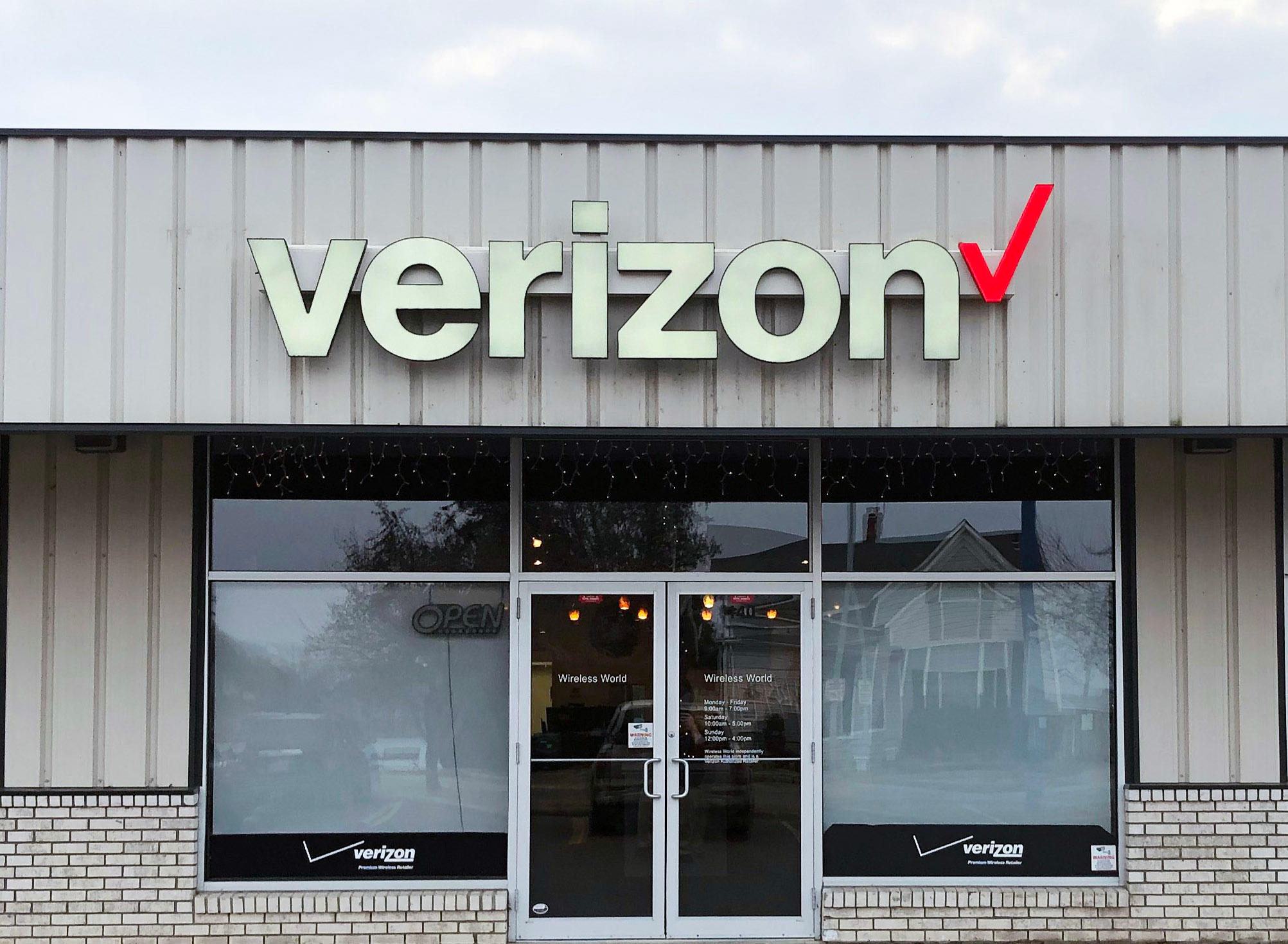 Wireless World, Verizon Authorized Retailer image 0