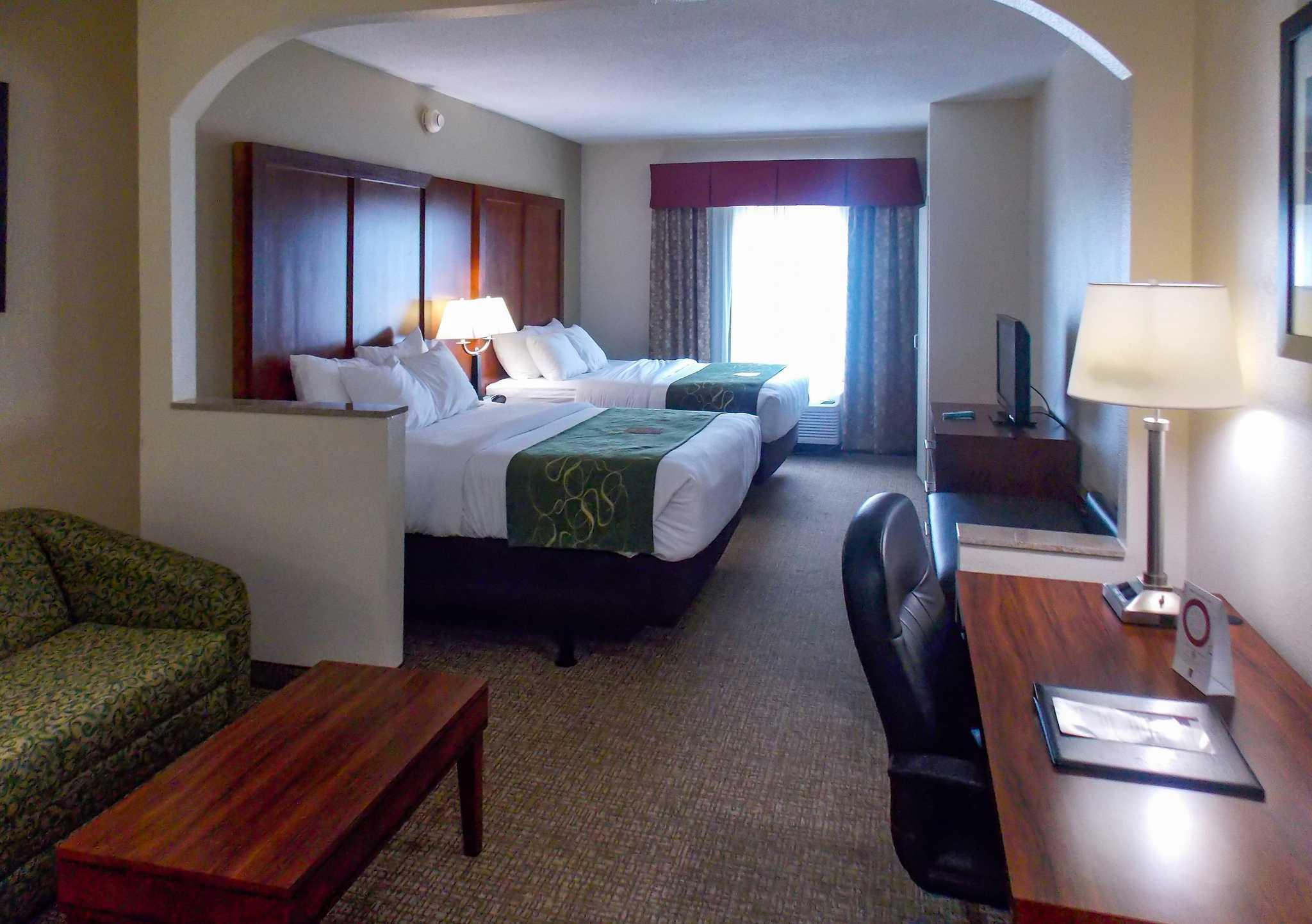 Comfort Suites Inn at Ridgewood Farm image 7