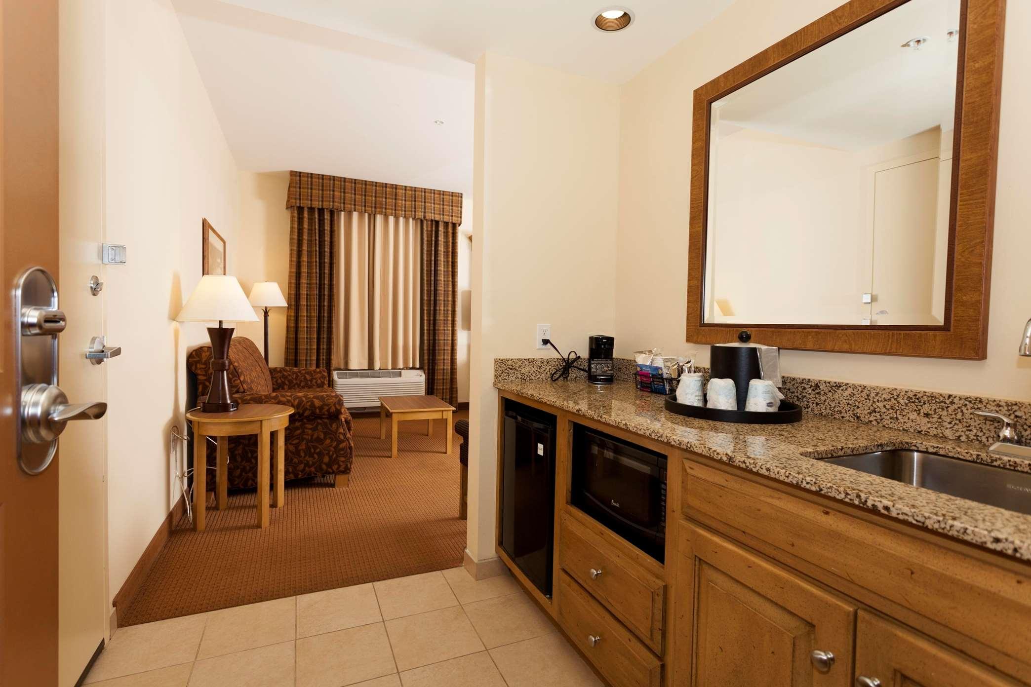 Hampton Inn & Suites Riverton image 0