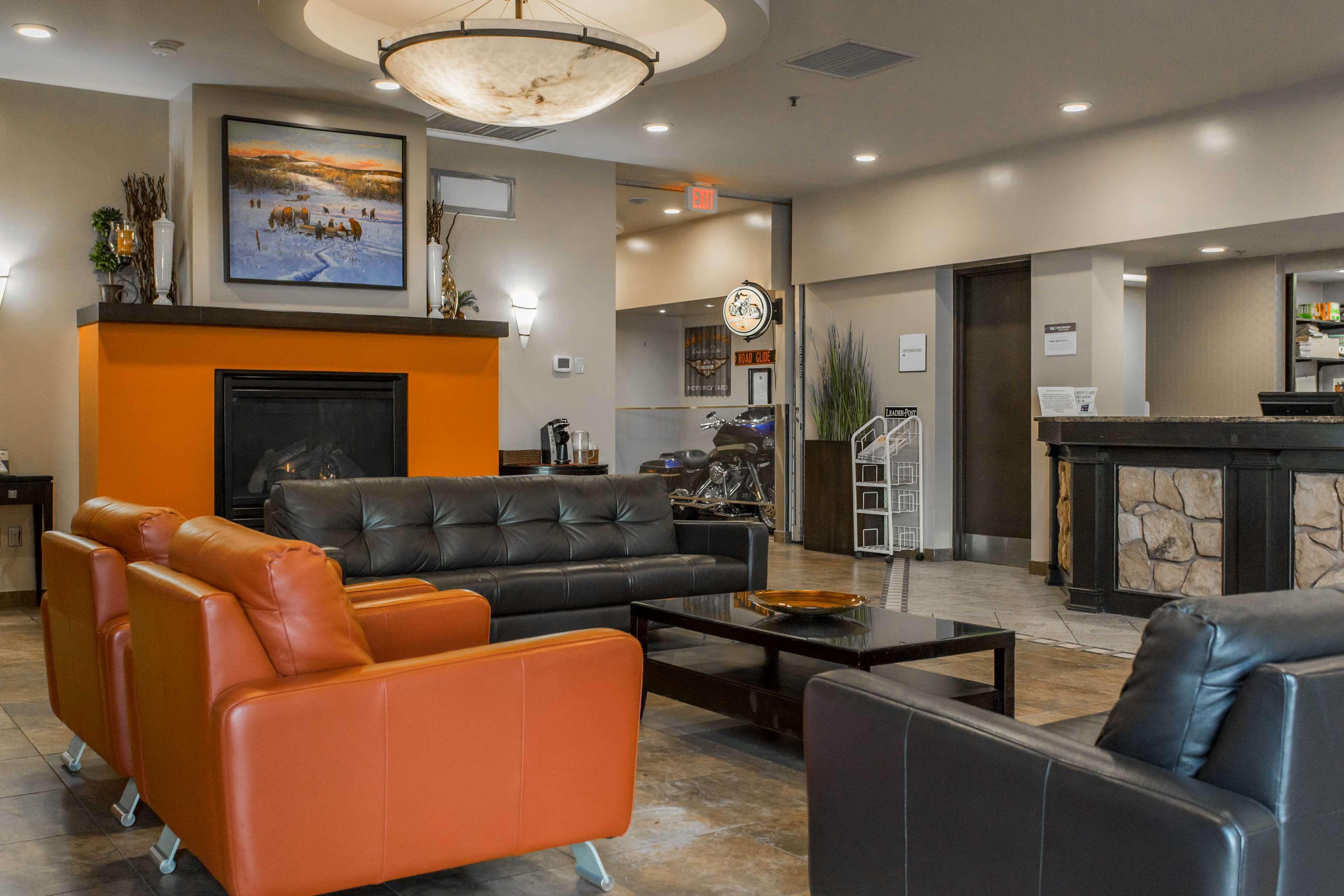 SureStay Plus Hotel by Best Western Seven Oaks in Regina: Hotel Lobby