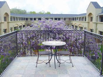 Vineyard Court Designer Suites image 4