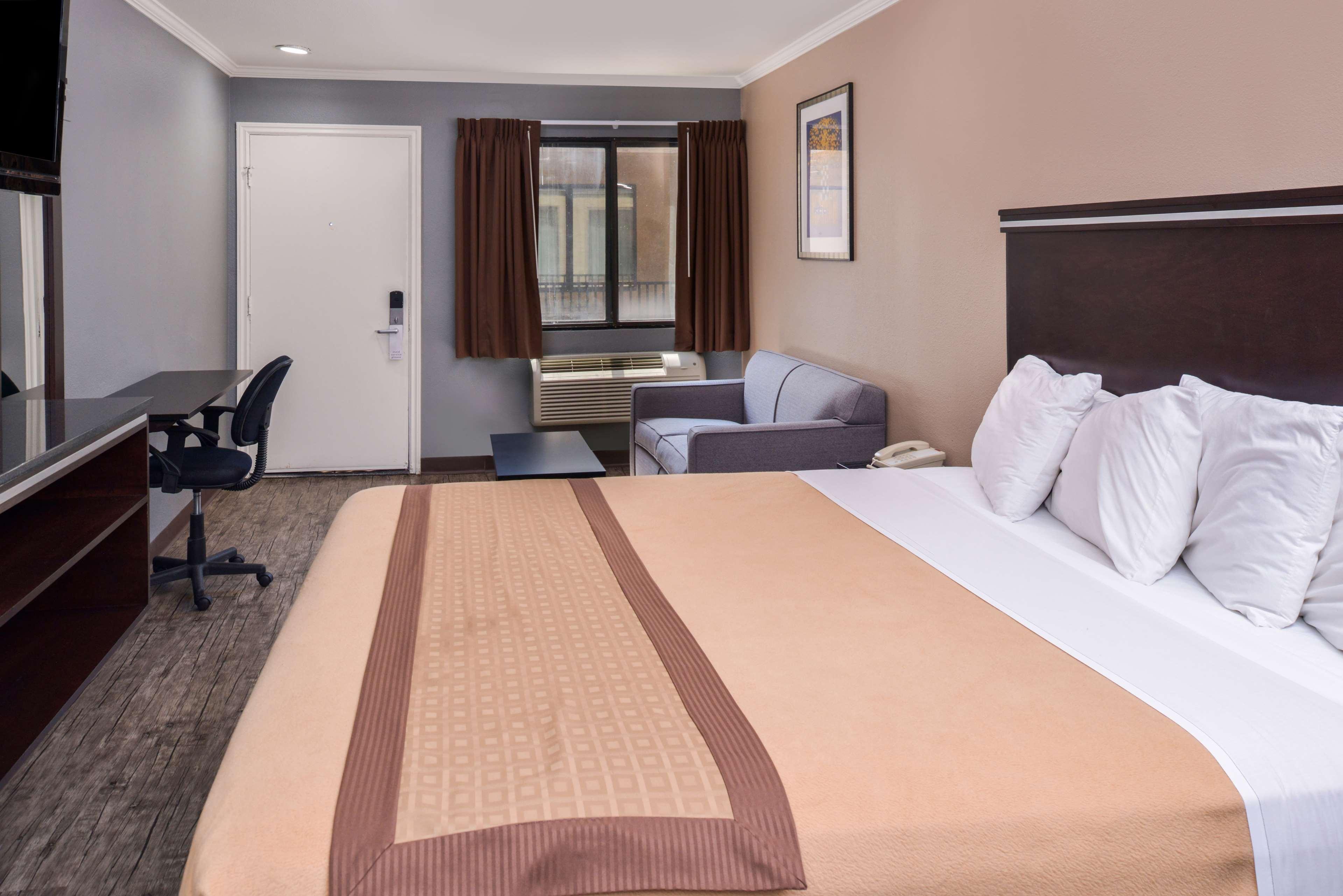Americas Best Value Laguna Inn & Suites image 12