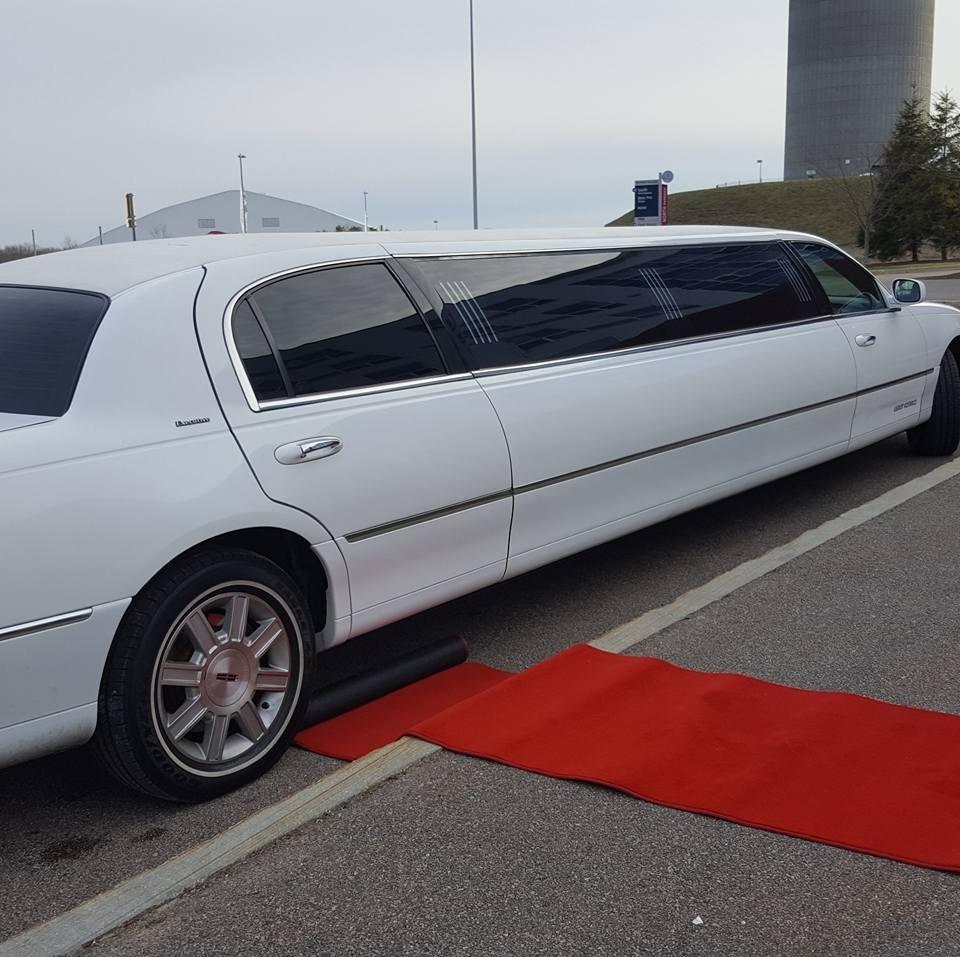 Silver City Limousine image 2