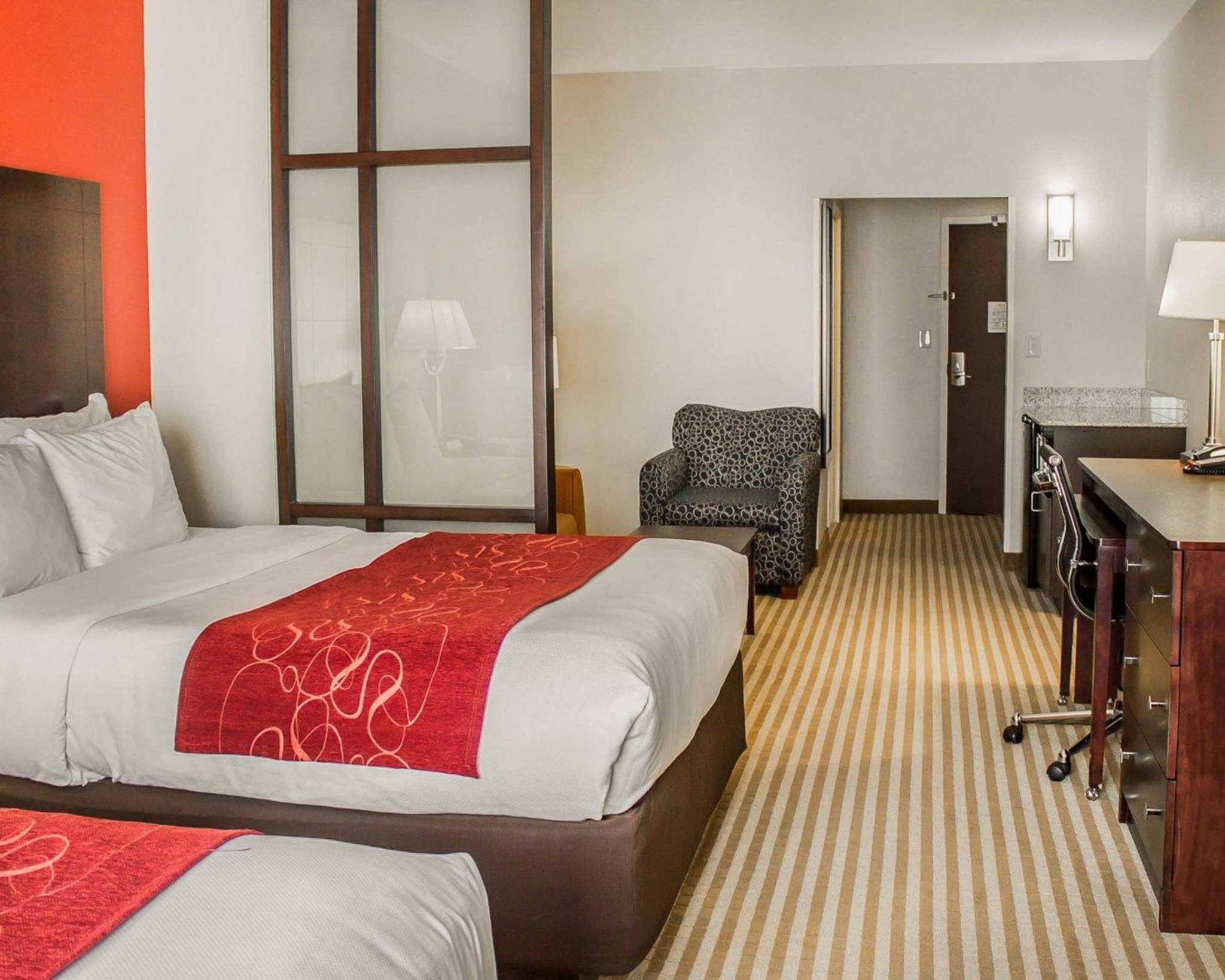 Comfort Suites East Broad at 270 image 25