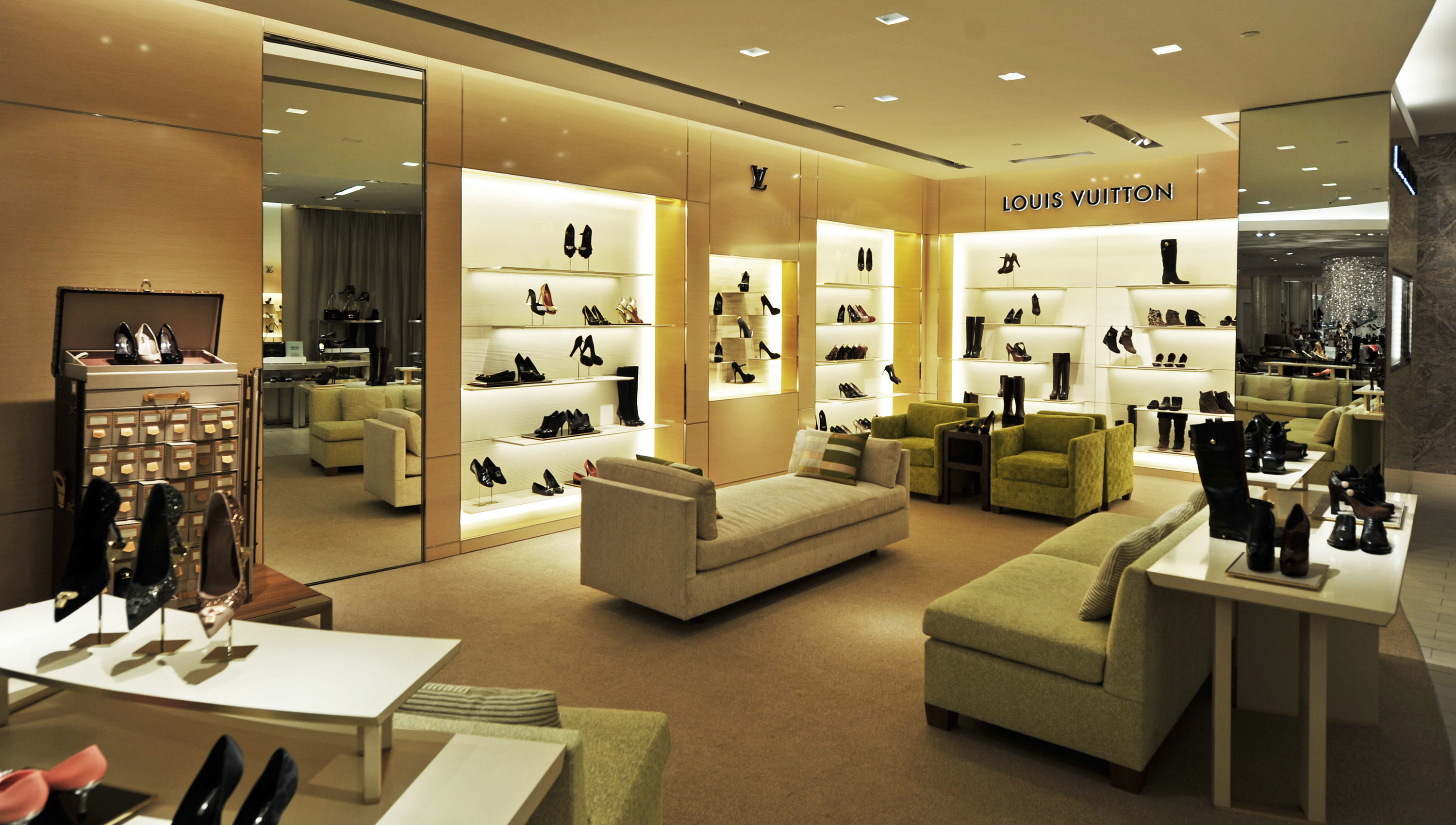 Louis vuitton new york saks 5th ave shoe salon at 611 for 5th street salon