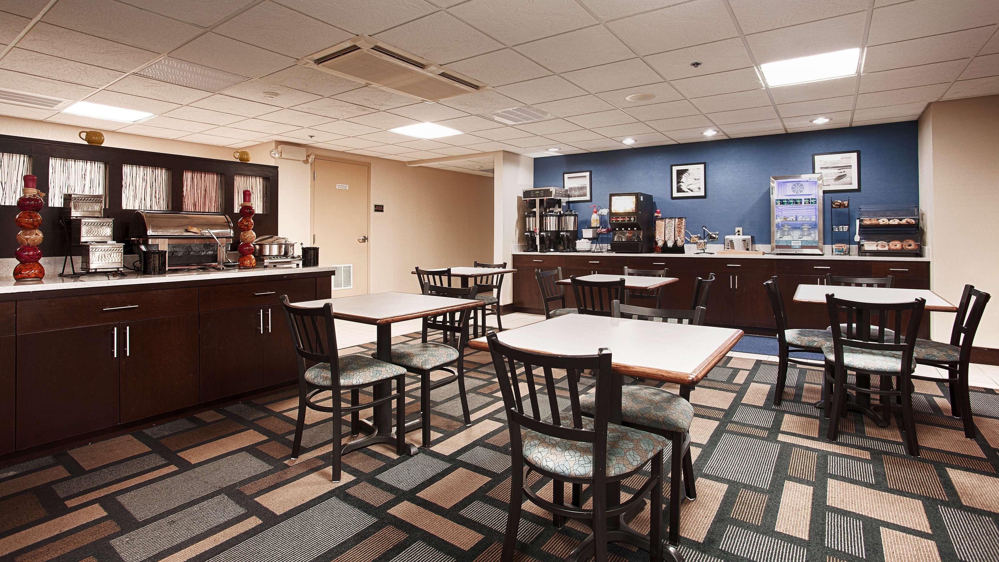 Best Western Plus Berkshire Hills Inn & Suites image 39