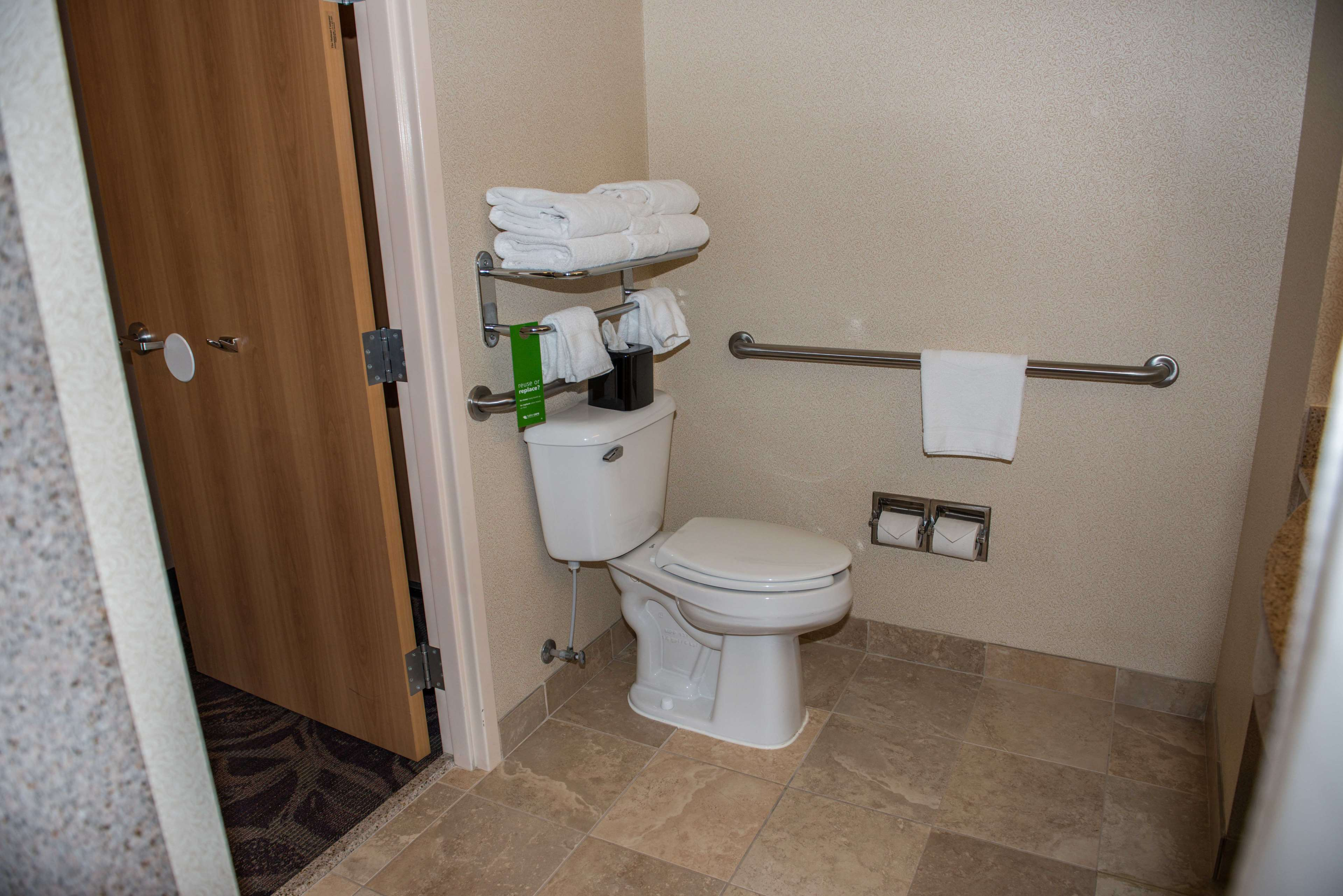 Hampton Inn & Suites Bremerton image 29