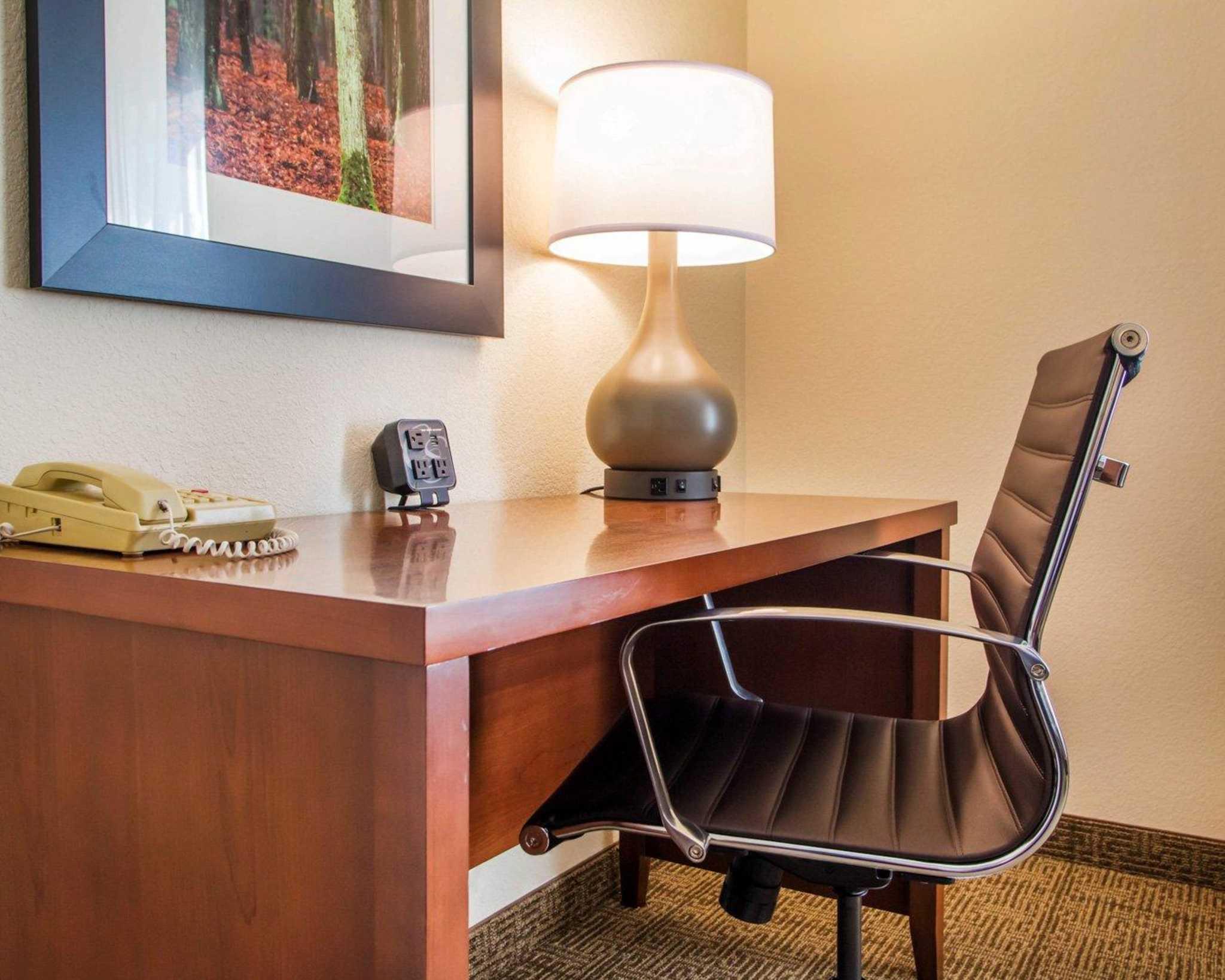 Comfort Suites Columbus West- Hilliard image 4