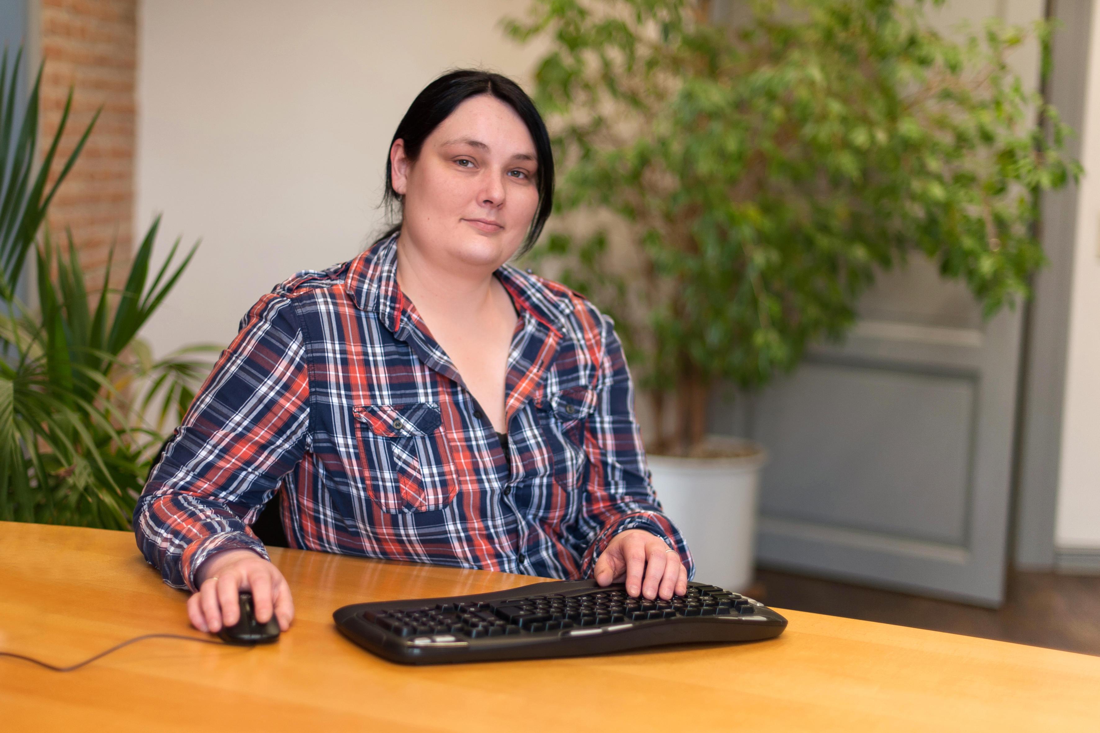 Corinna Casselmann, Sekretärin von Rechtsanwalt Hellwig