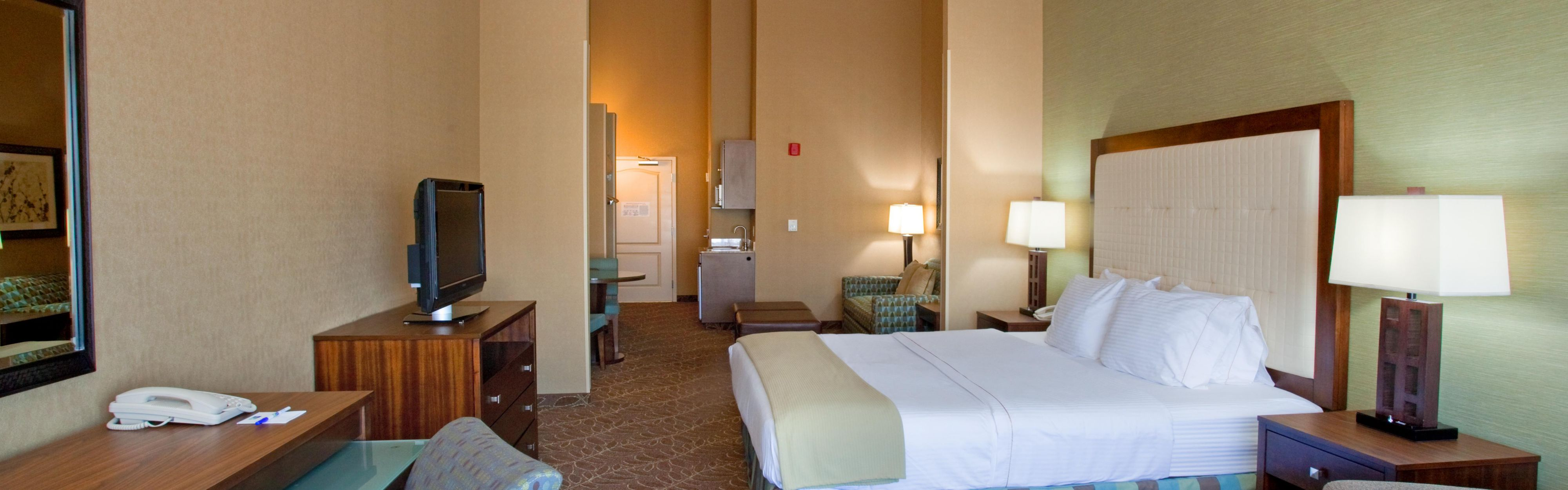 Holiday Inn Express & Suites Logan image 1