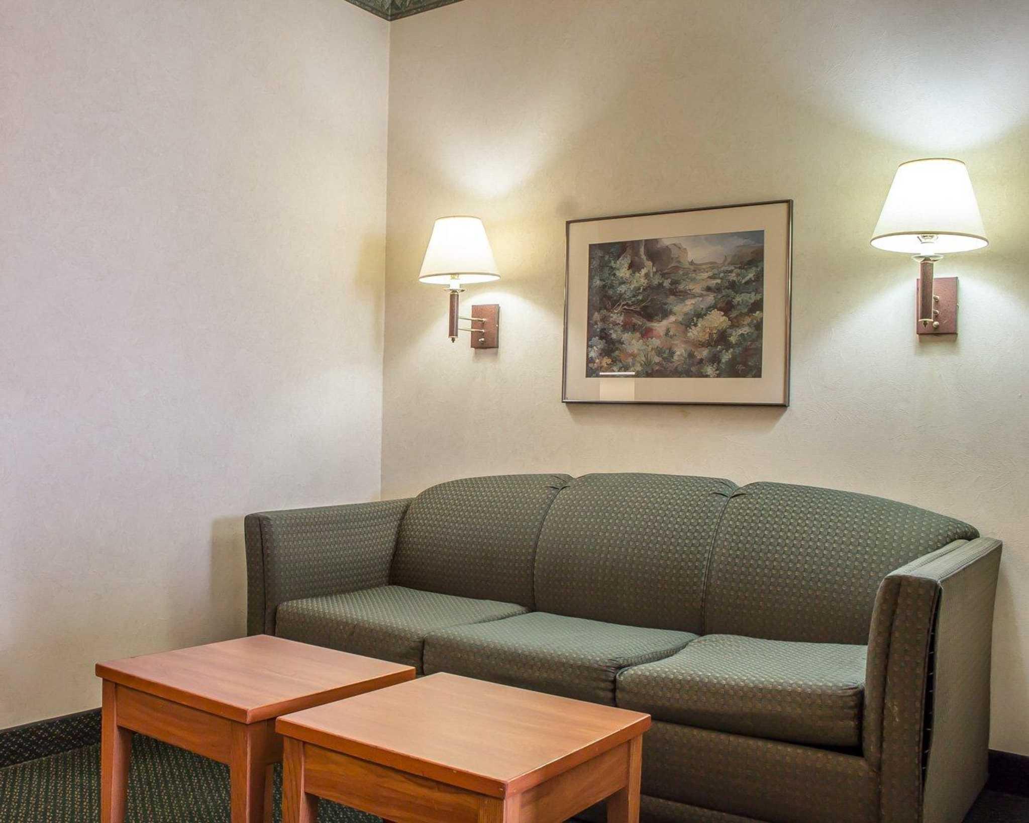 Comfort Suites Phoenix North image 24