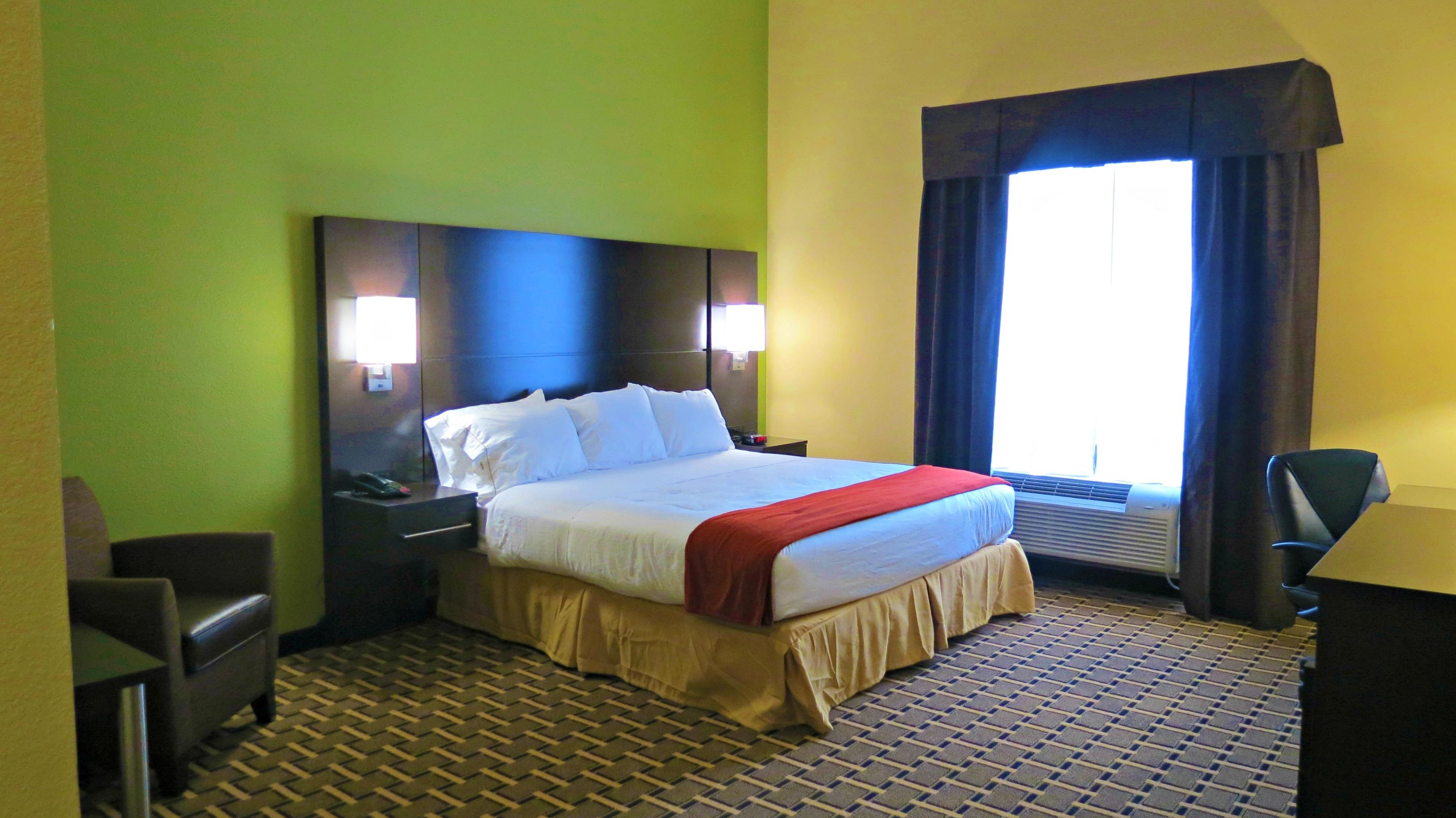 Holiday Inn Express & Suites image 7