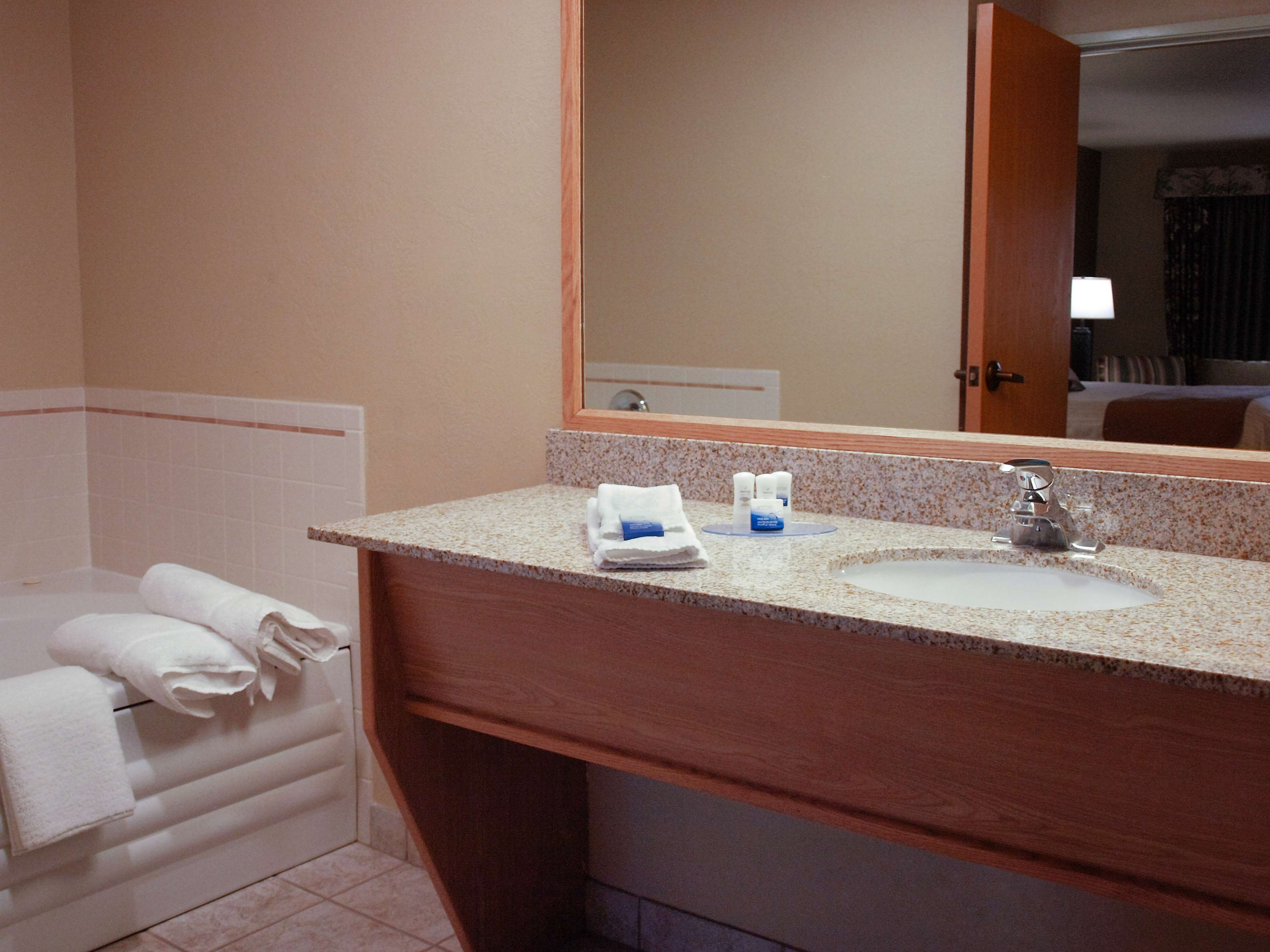 Best Western Plus Caldwell Inn & Suites image 33