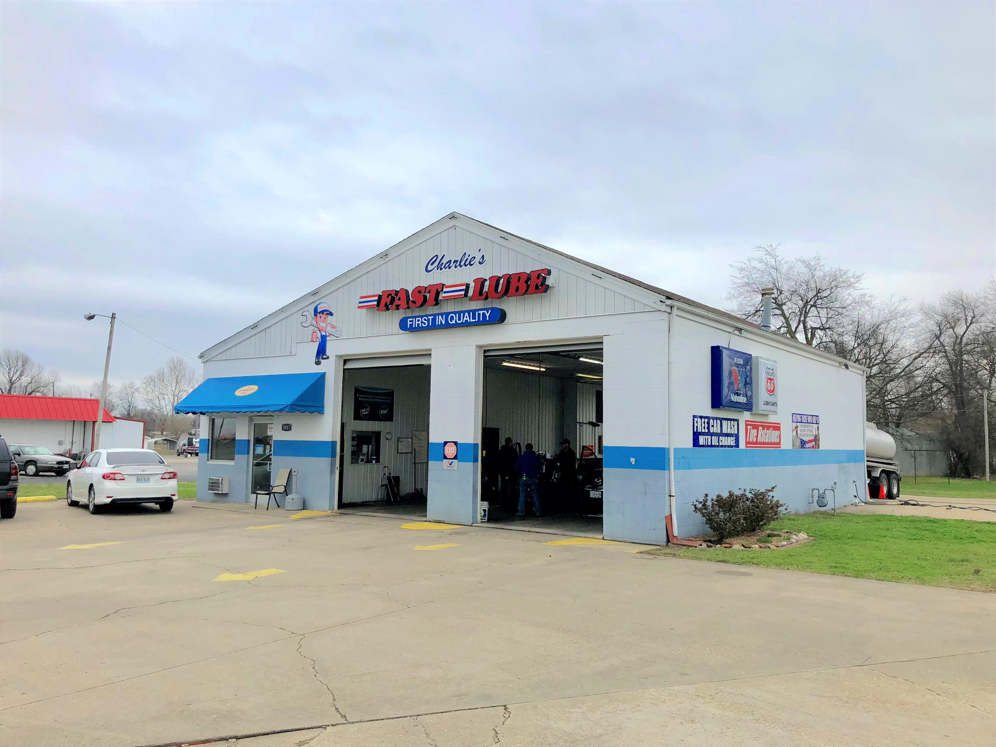 Charlie's Fast Lube Oil Change - Sikeston, MO image 0