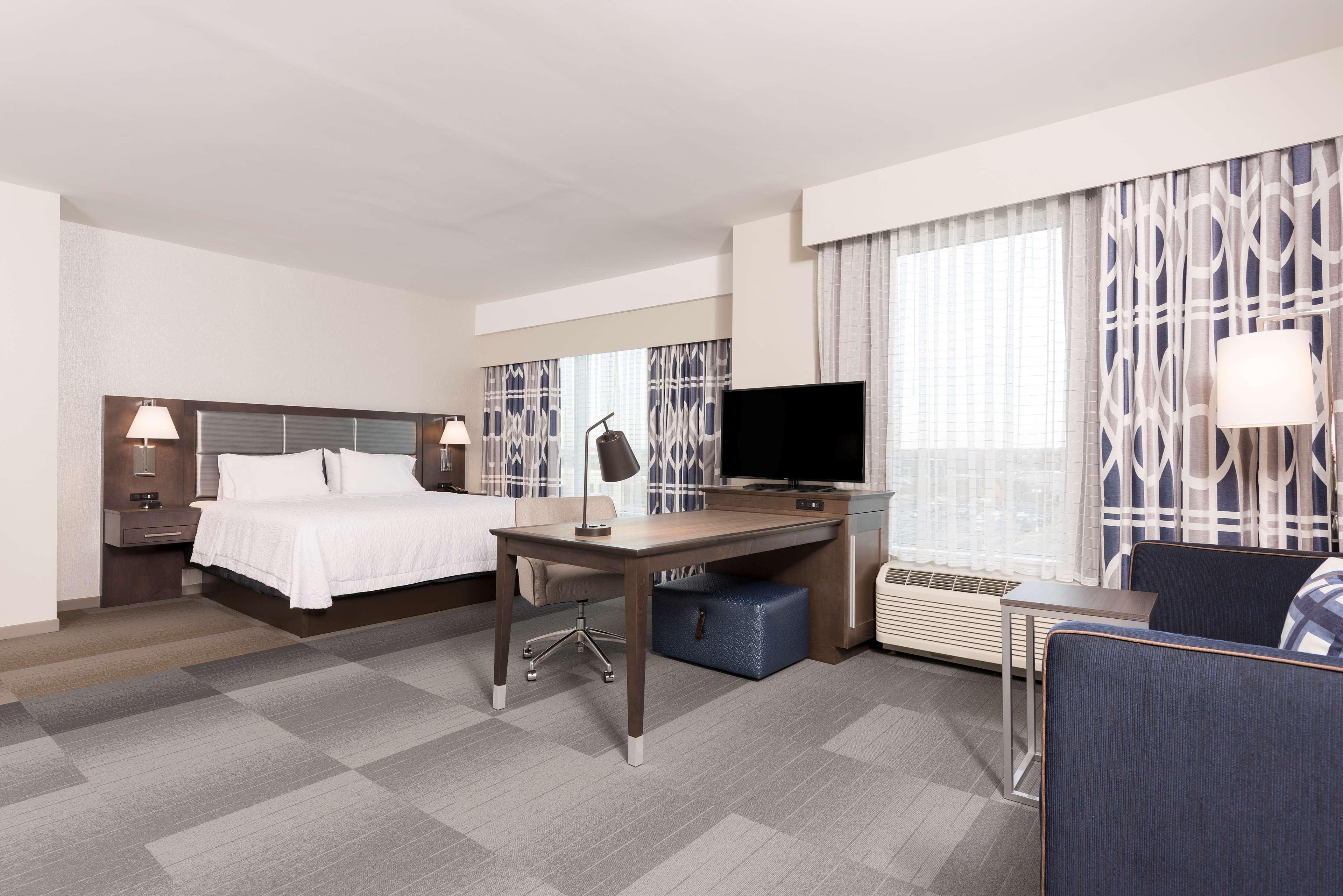 Hampton Inn & Suites Indianapolis-Keystone image 16
