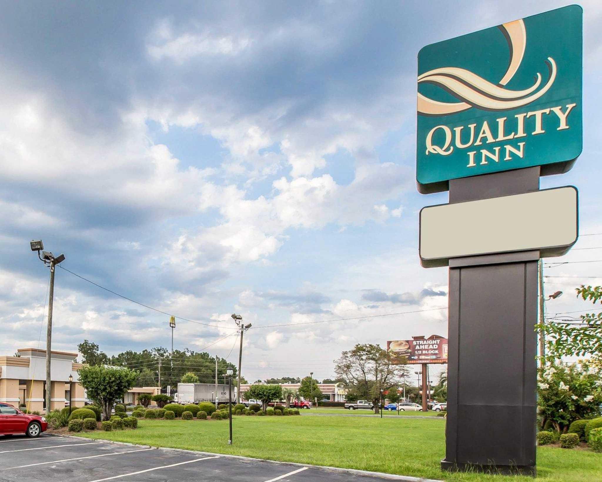 Quality Inn South image 1