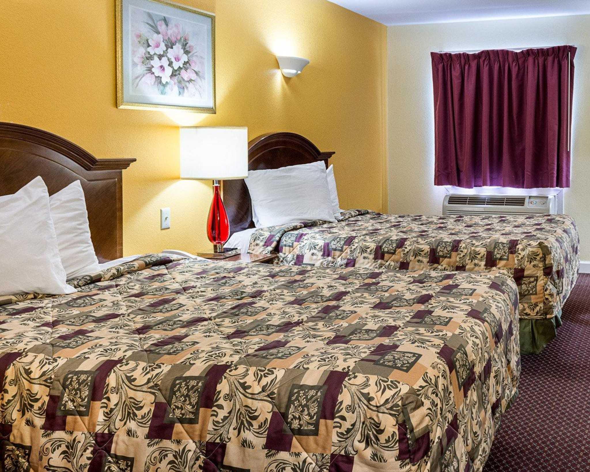 Econo Lodge Inn & Suites Carrollton Smithfield image 8