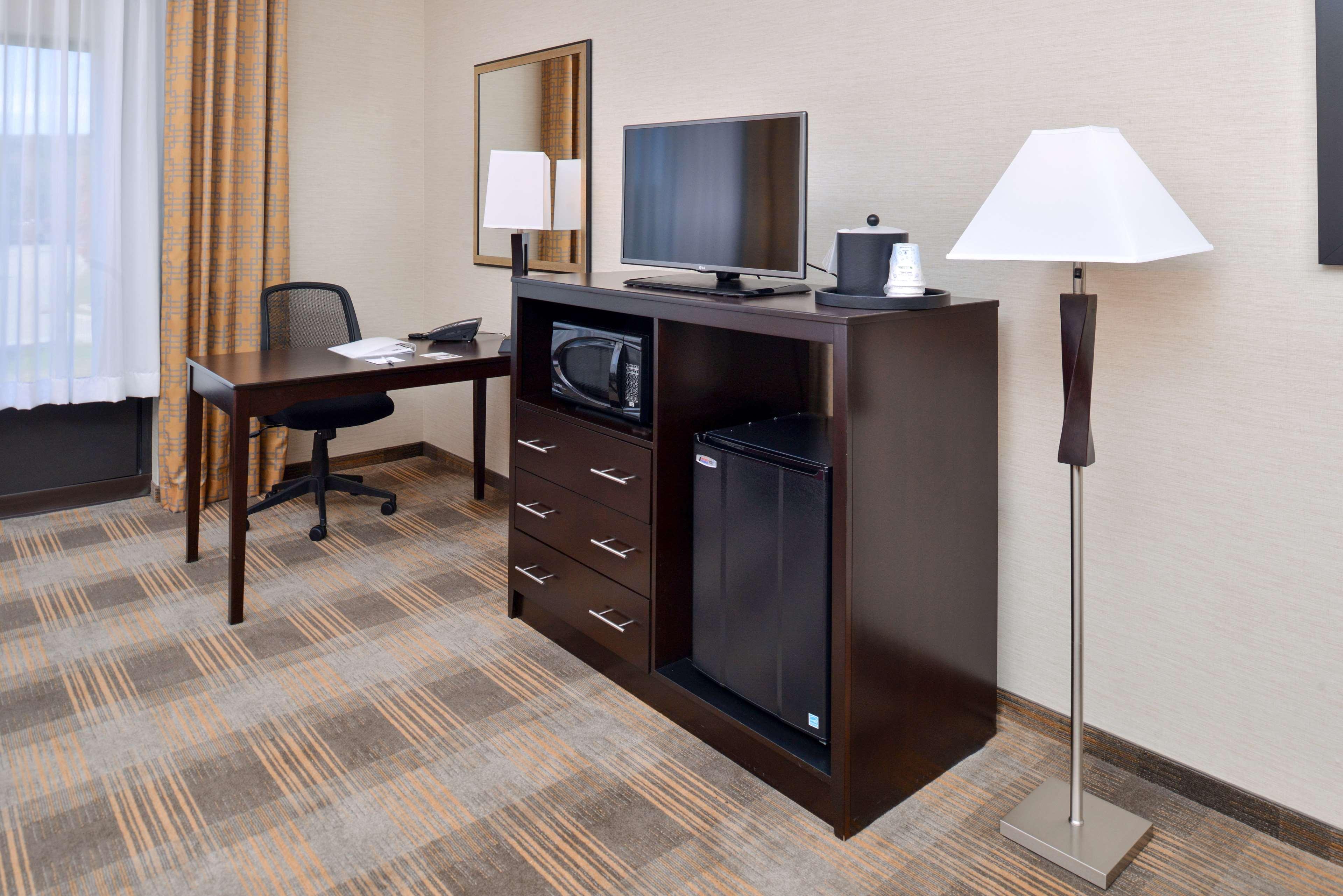 Hampton Inn & Suites California University-Pittsburgh image 21