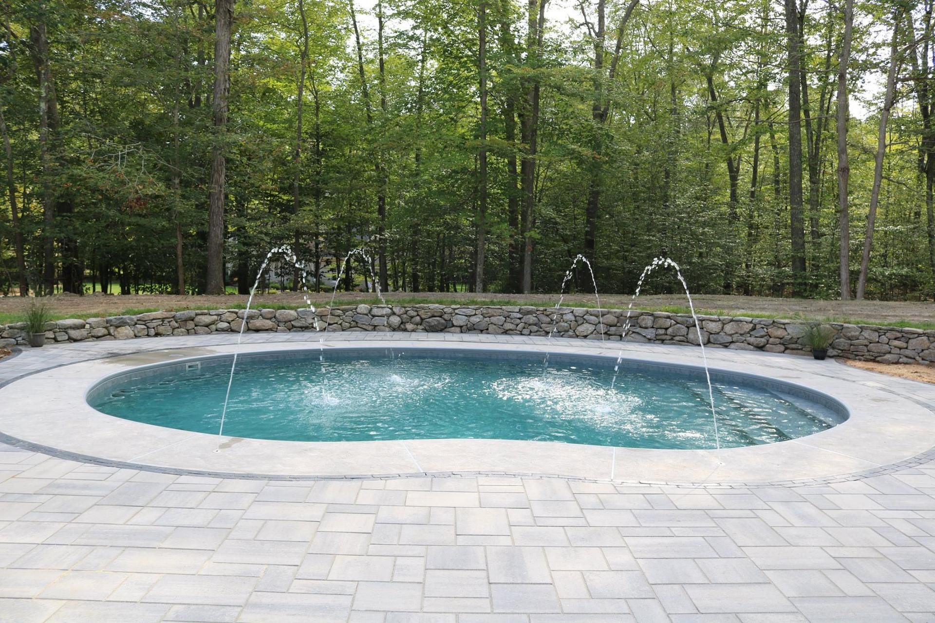 Carolyn Pools Inc. image 2