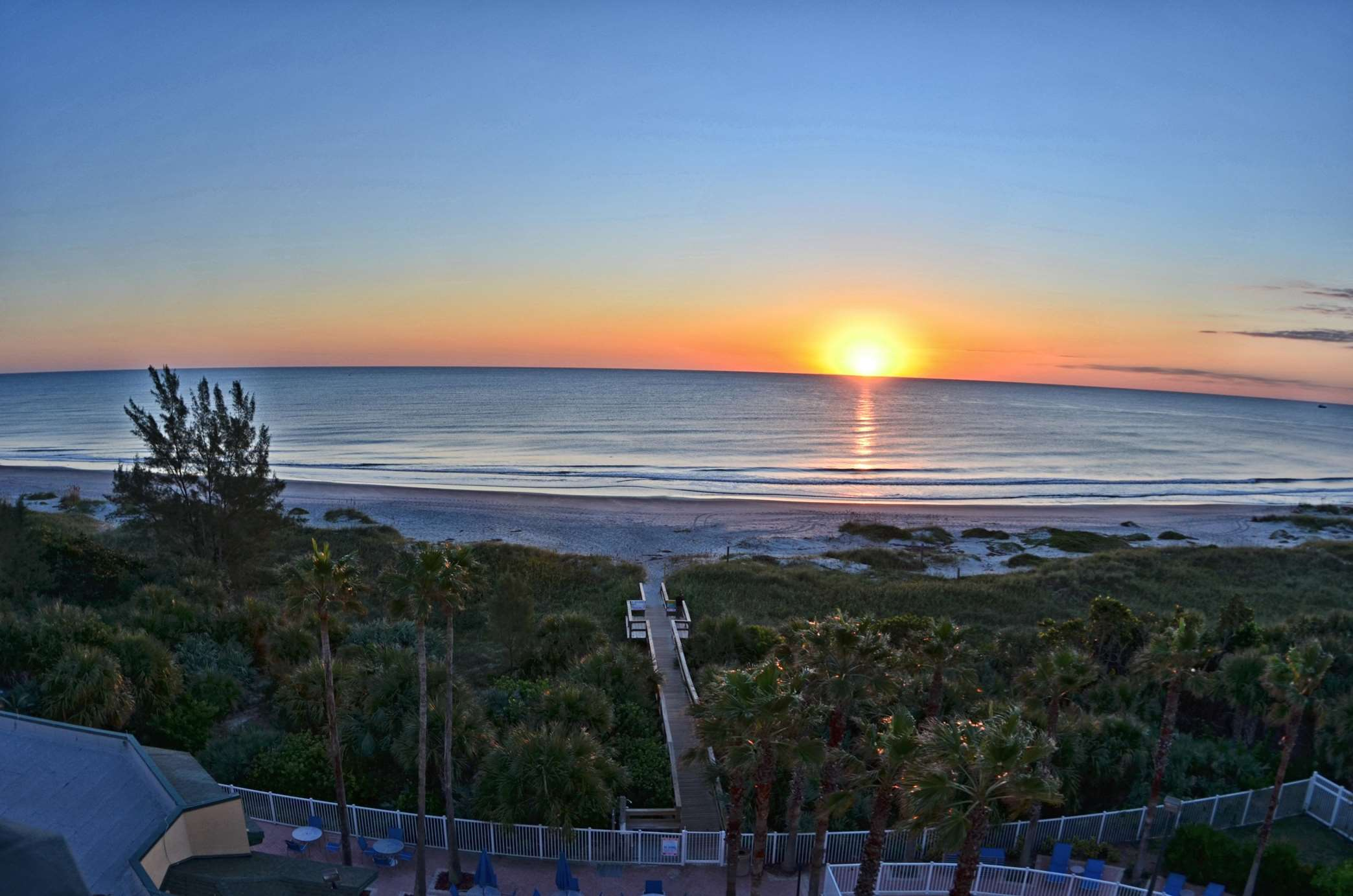 DoubleTree by Hilton Hotel Cocoa Beach Oceanfront image 4