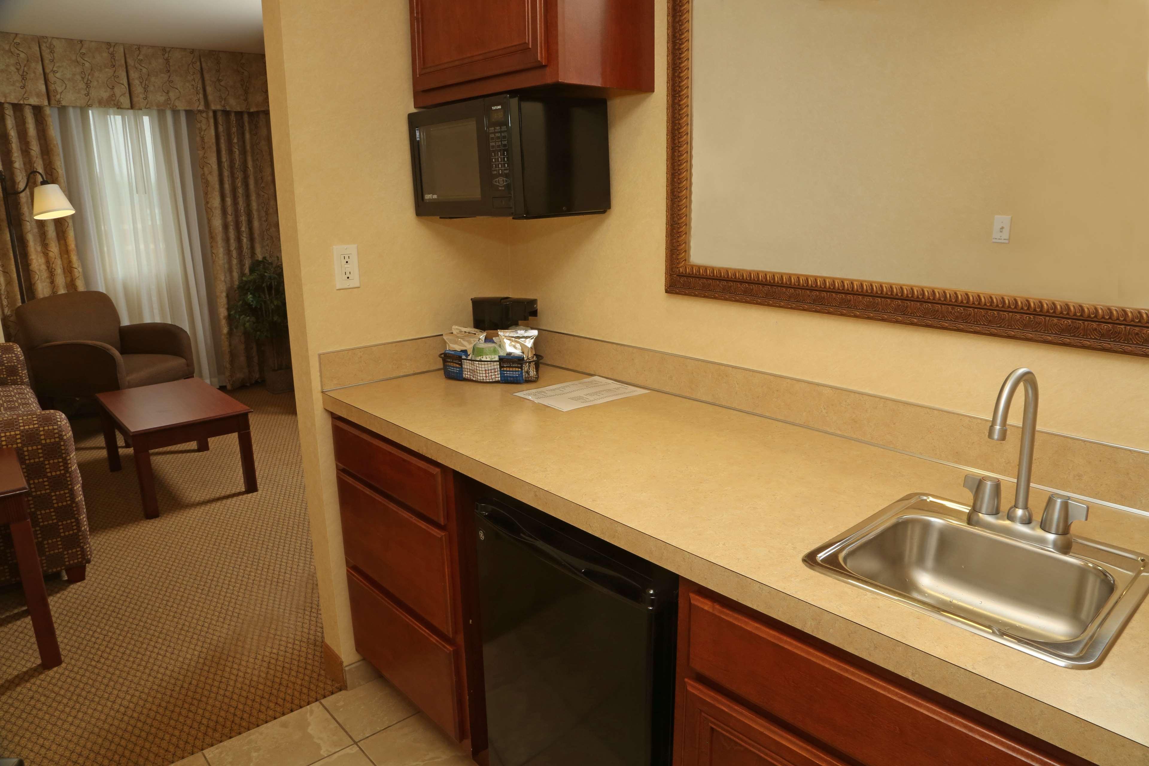 Hampton Inn & Suites Burlington image 17